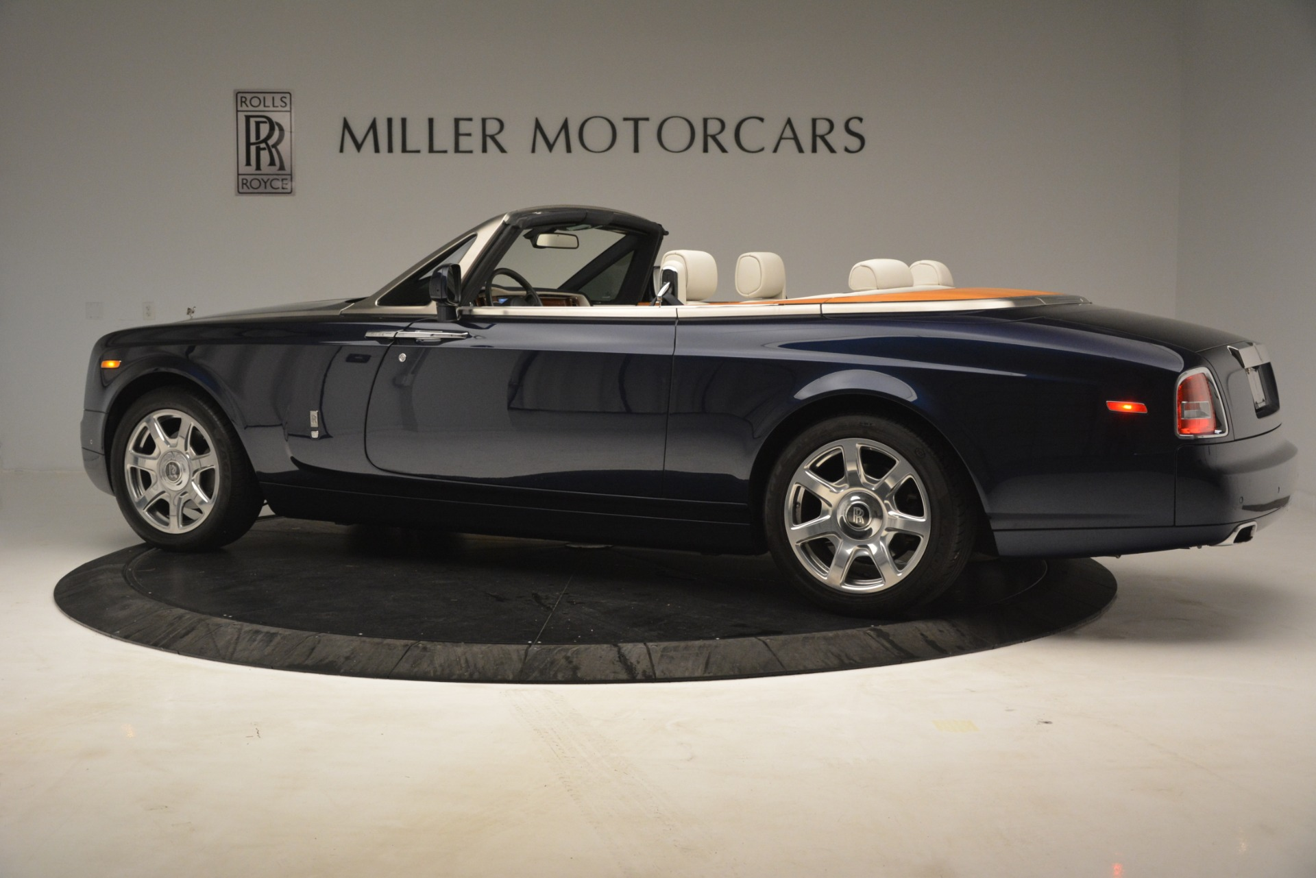 Used 2013 Rolls-Royce Phantom Drophead Coupe  For Sale In Greenwich, CT 2999_p5