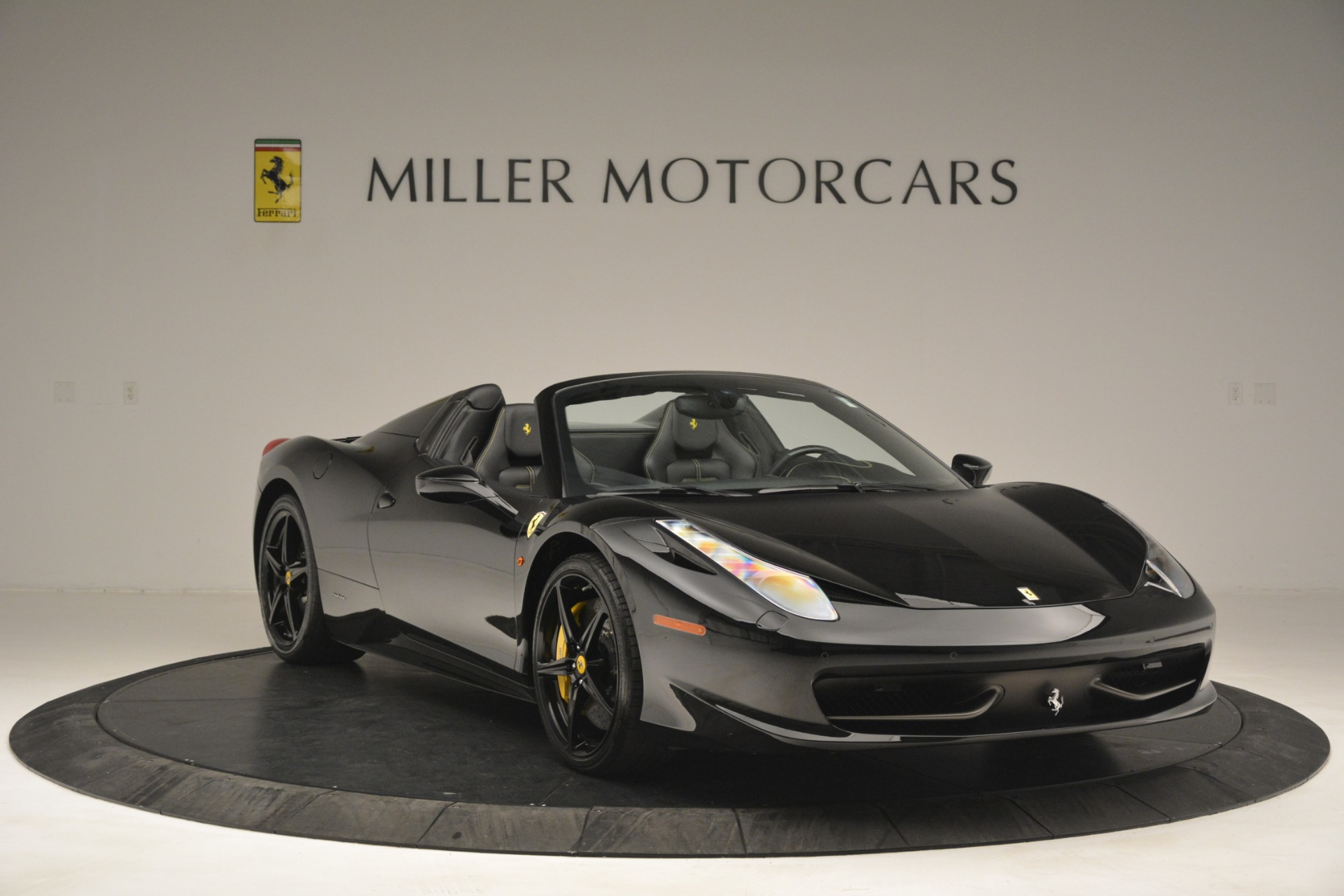 Used 2013 Ferrari 458 Spider  For Sale In Greenwich, CT 3024_p11