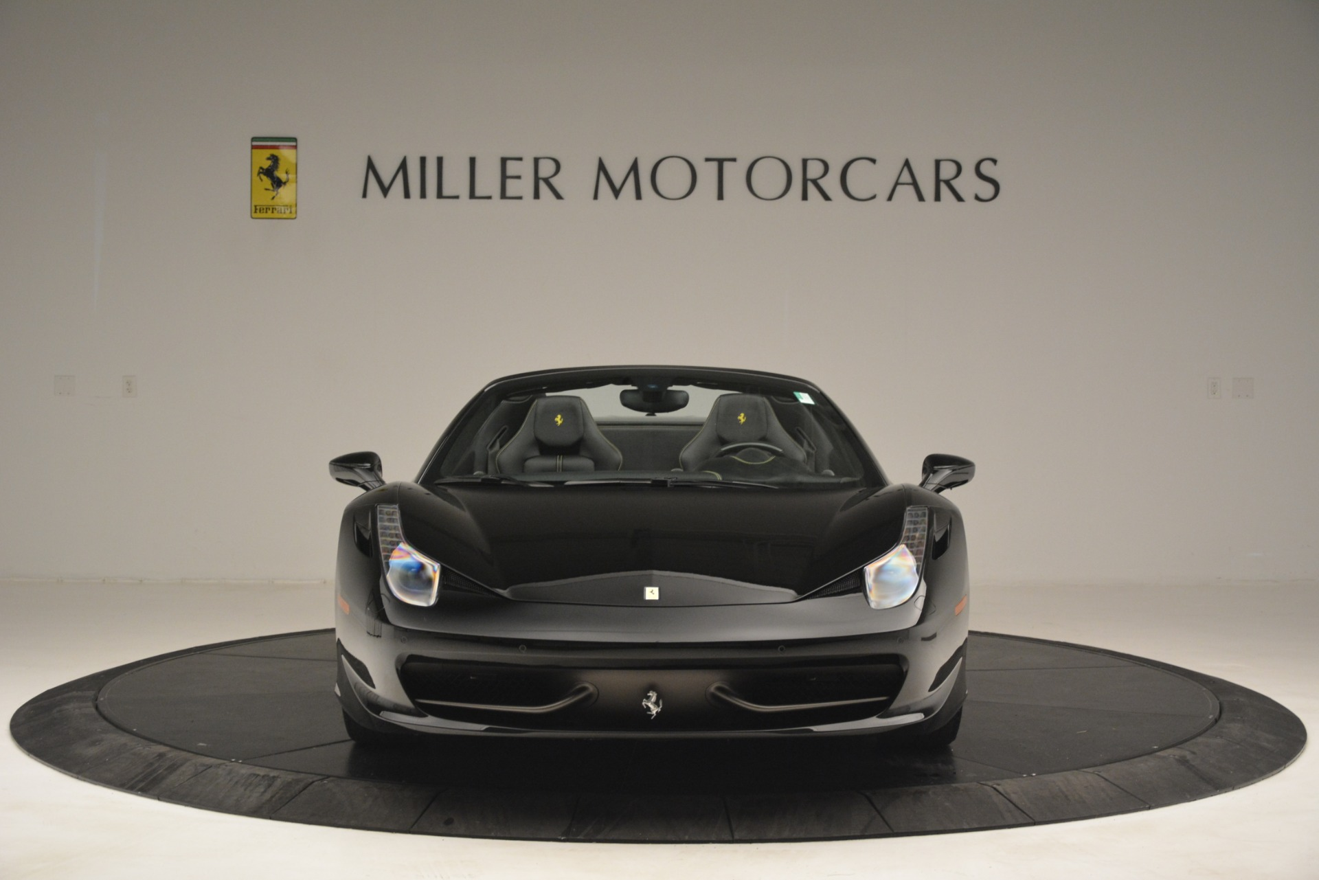 Used 2013 Ferrari 458 Spider  For Sale In Greenwich, CT 3024_p12