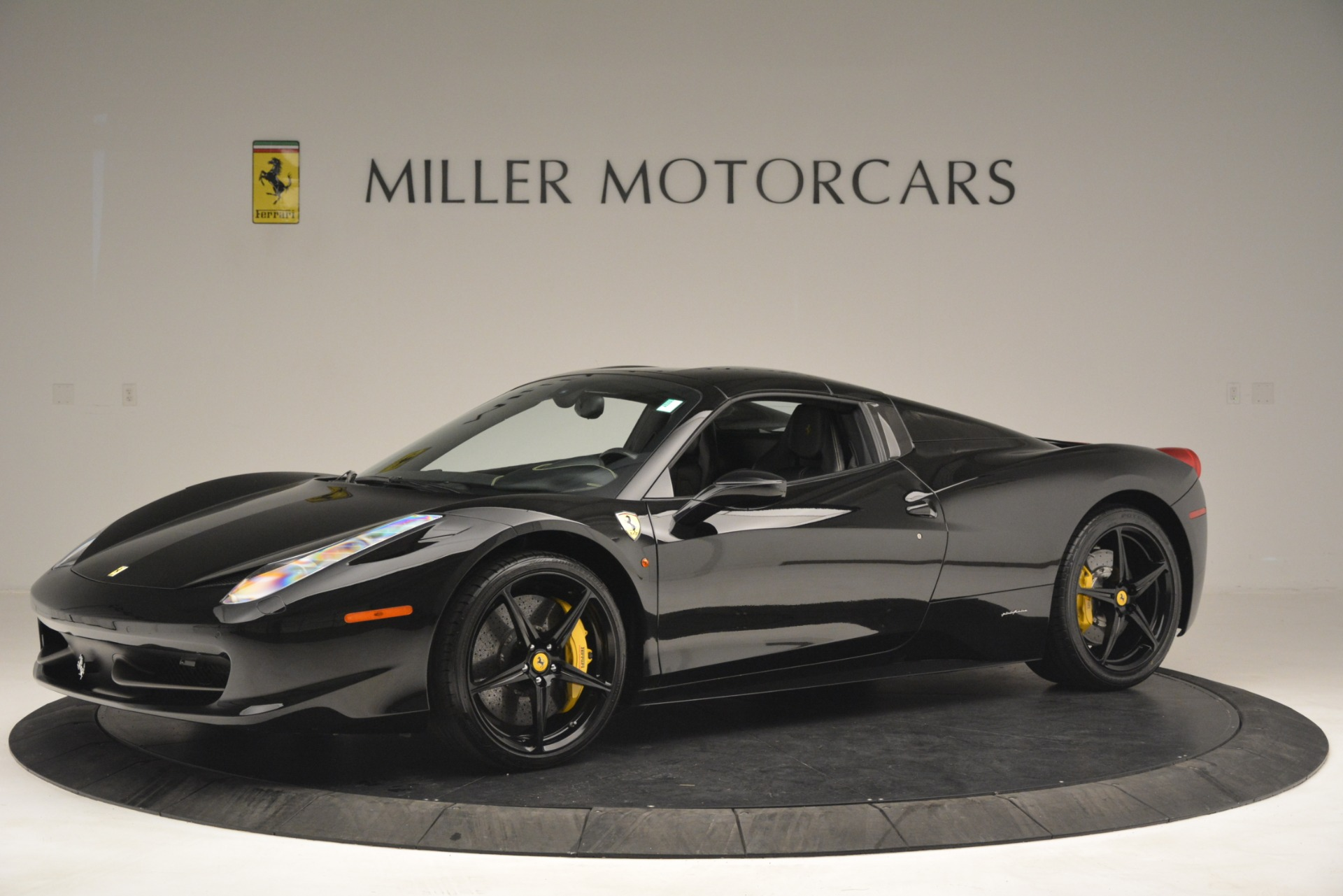 Used 2013 Ferrari 458 Spider  For Sale In Greenwich, CT 3024_p14