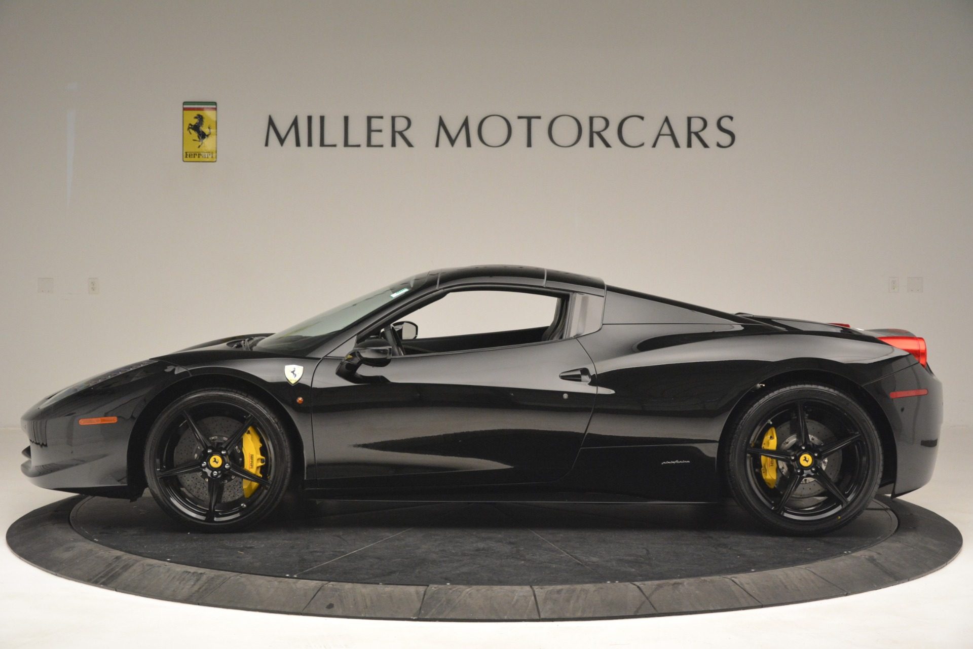 Used 2013 Ferrari 458 Spider  For Sale In Greenwich, CT 3024_p15