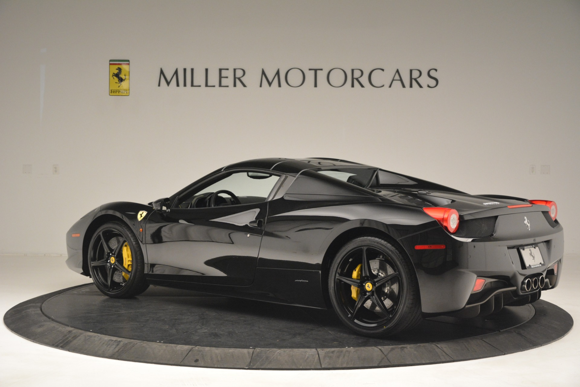 Used 2013 Ferrari 458 Spider  For Sale In Greenwich, CT 3024_p16