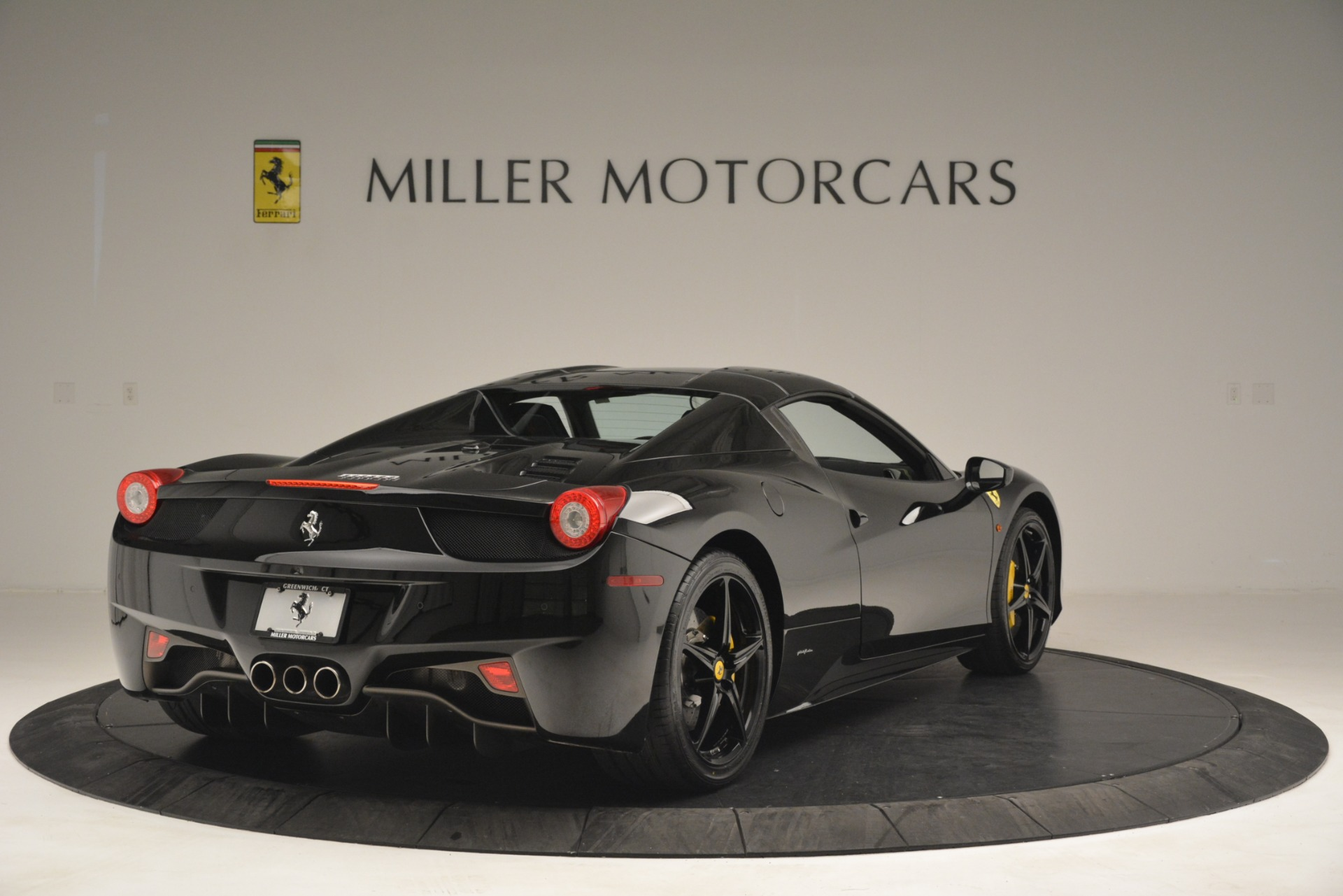 Used 2013 Ferrari 458 Spider  For Sale In Greenwich, CT 3024_p19