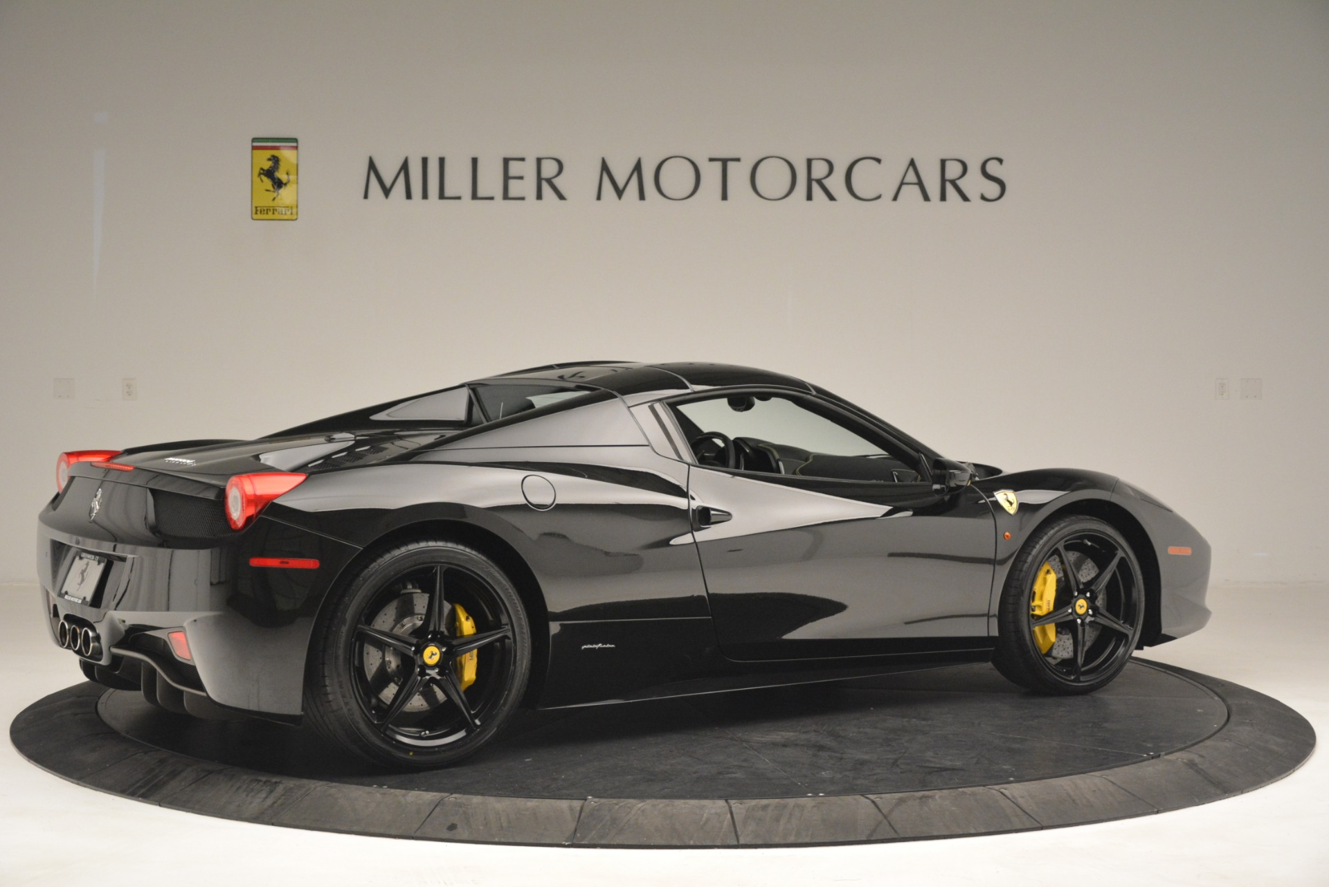 Used 2013 Ferrari 458 Spider  For Sale In Greenwich, CT 3024_p20