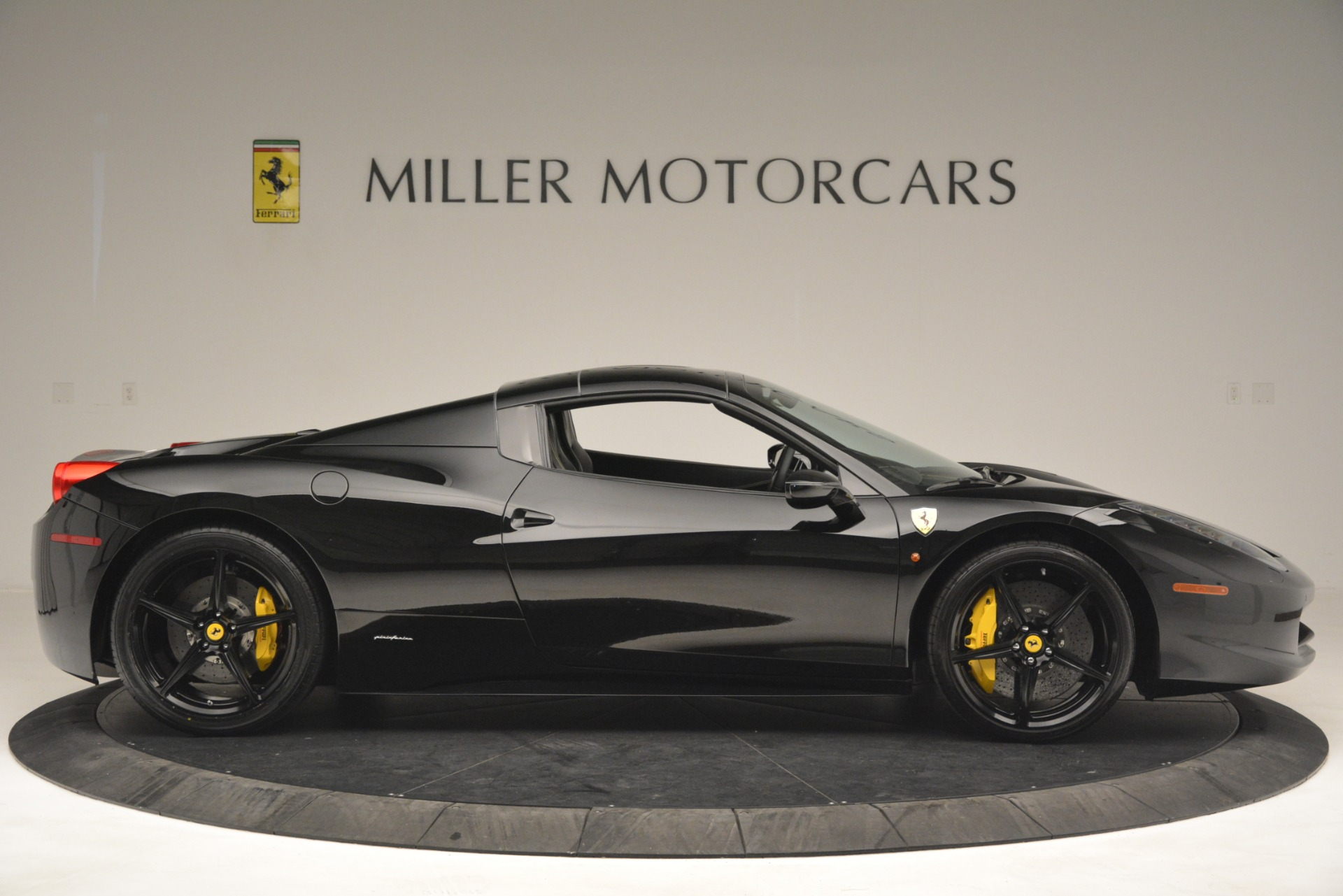 Used 2013 Ferrari 458 Spider  For Sale In Greenwich, CT 3024_p21