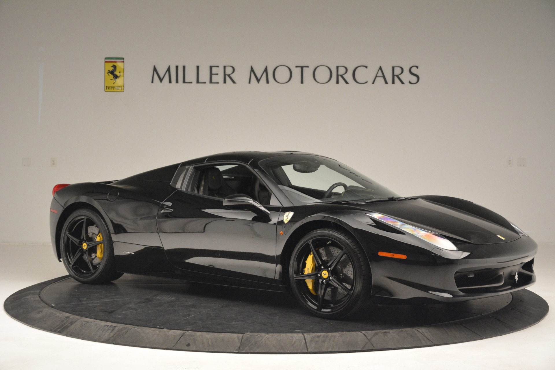 Used 2013 Ferrari 458 Spider  For Sale In Greenwich, CT 3024_p22