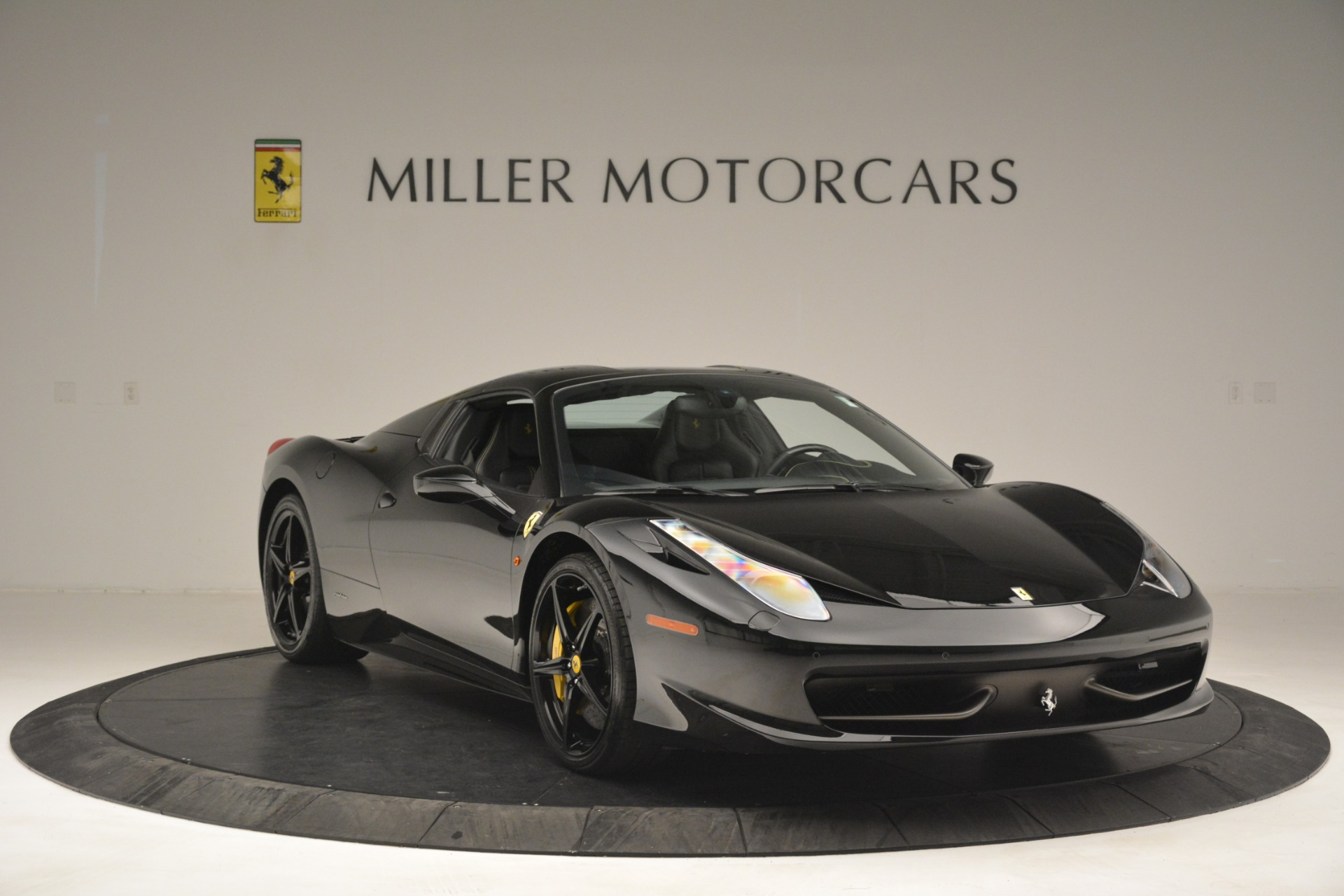 Used 2013 Ferrari 458 Spider  For Sale In Greenwich, CT 3024_p23