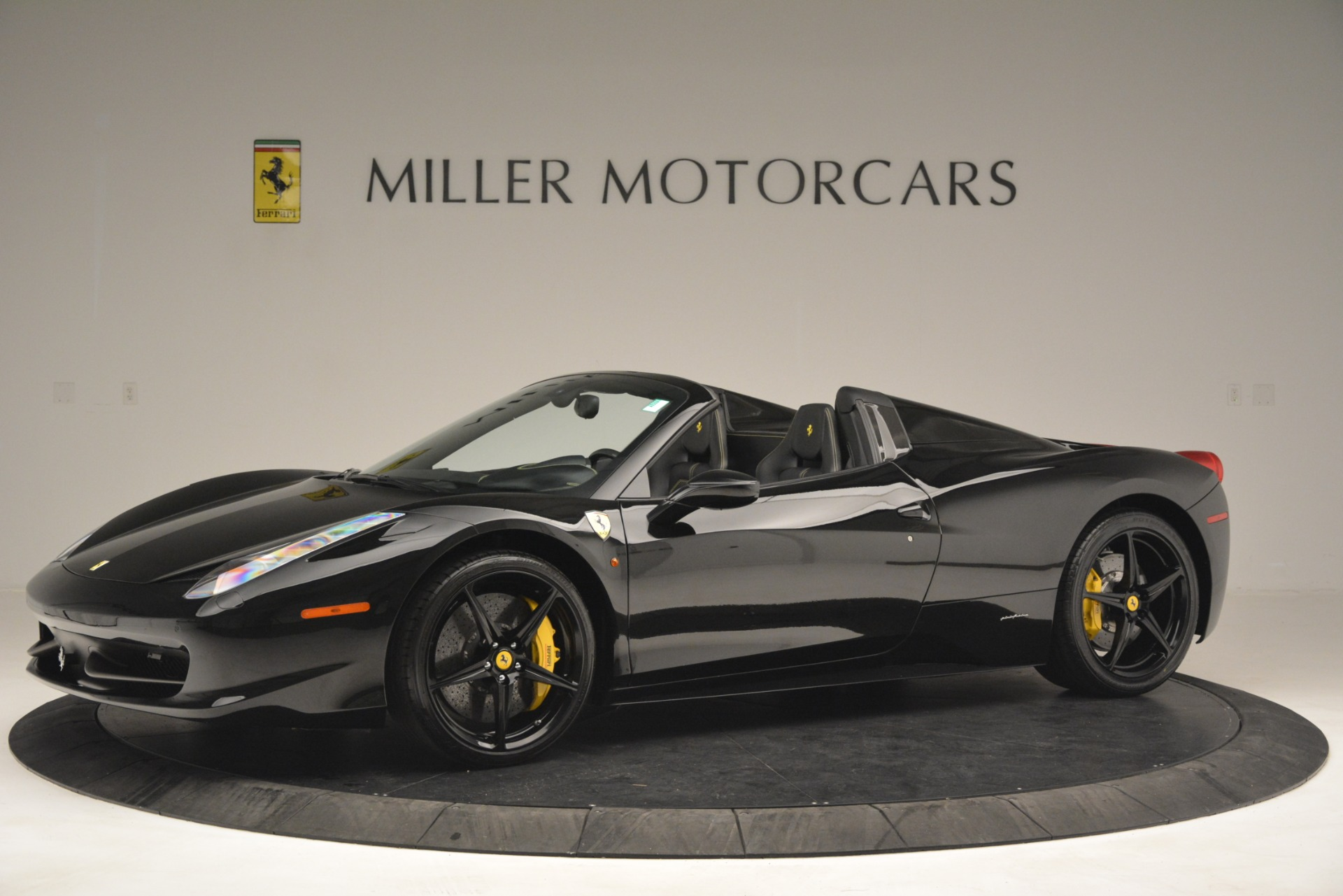 Used 2013 Ferrari 458 Spider  For Sale In Greenwich, CT 3024_p2