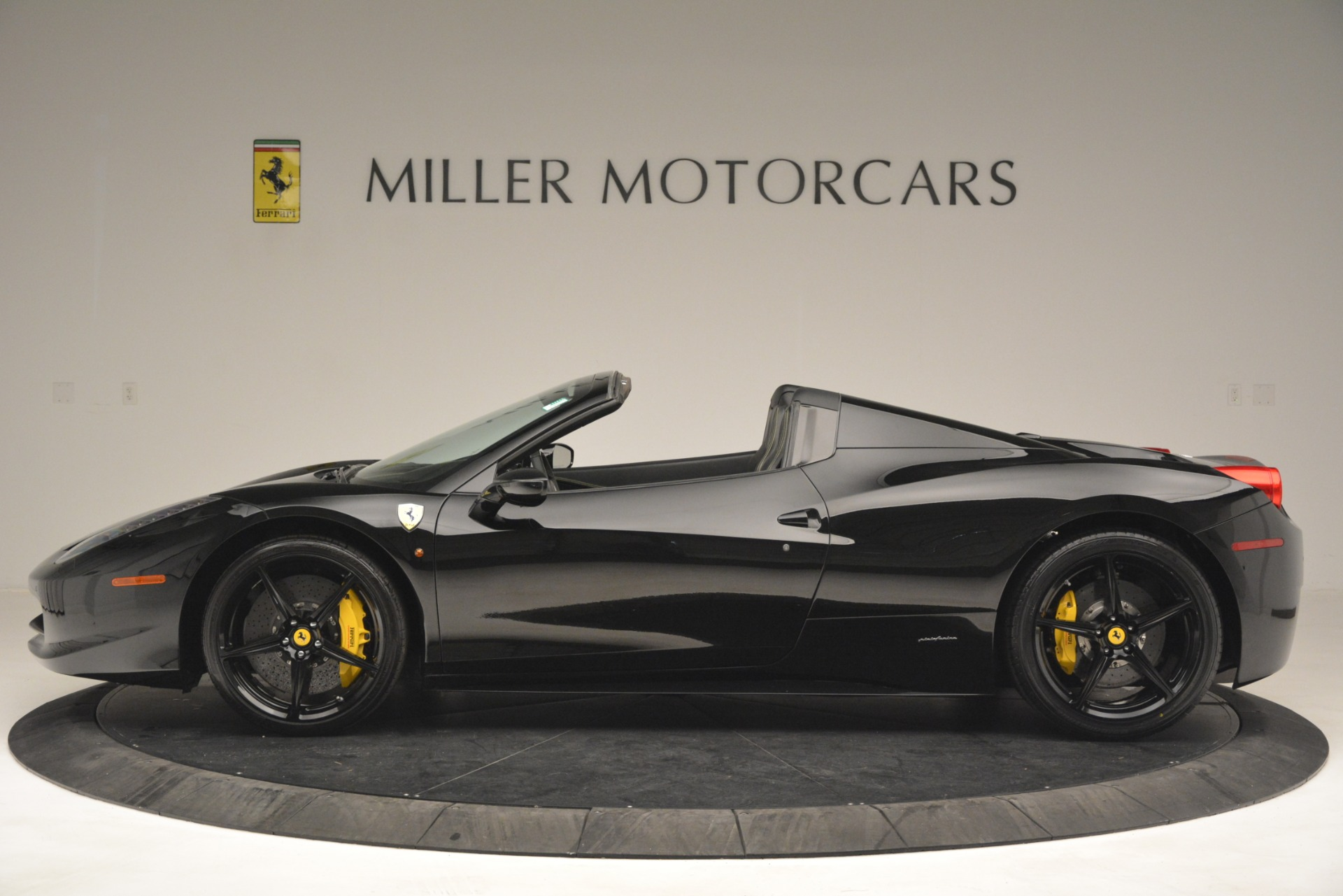 Used 2013 Ferrari 458 Spider  For Sale In Greenwich, CT 3024_p3