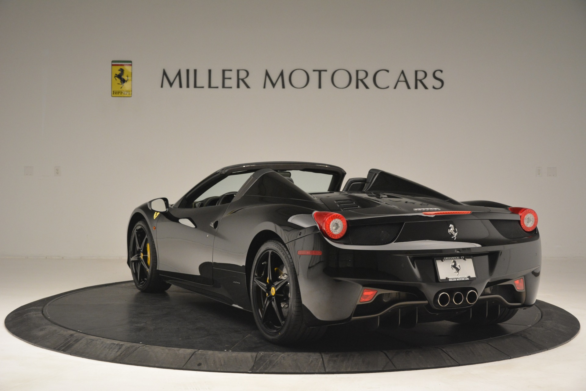Used 2013 Ferrari 458 Spider  For Sale In Greenwich, CT 3024_p5