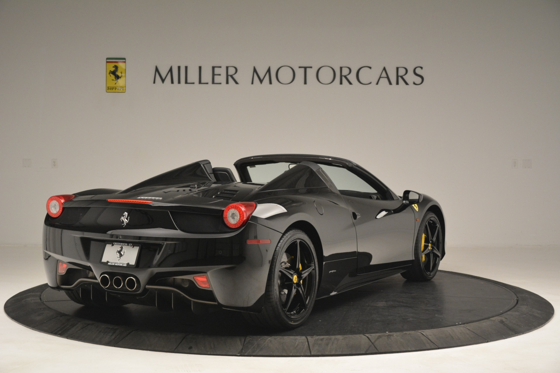 Used 2013 Ferrari 458 Spider  For Sale In Greenwich, CT 3024_p7