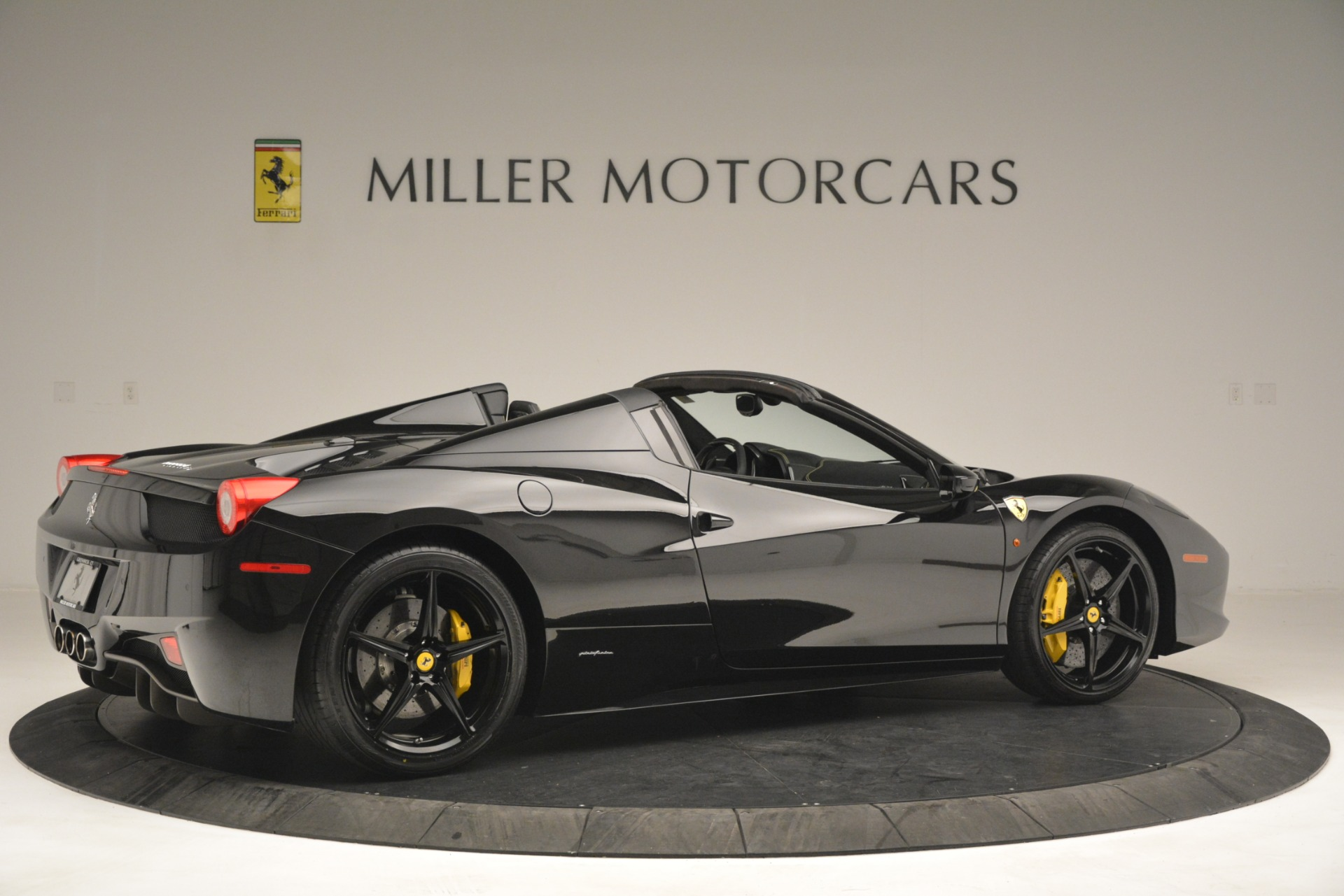 Used 2013 Ferrari 458 Spider  For Sale In Greenwich, CT 3024_p8