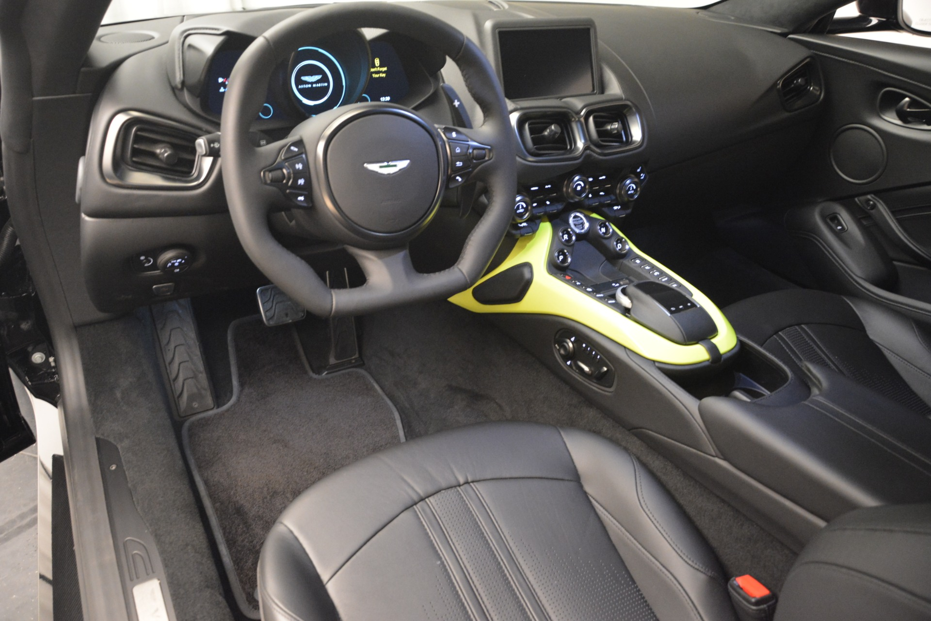 New 2019 Aston Martin Vantage Coupe For Sale In Greenwich, CT 3030_p14