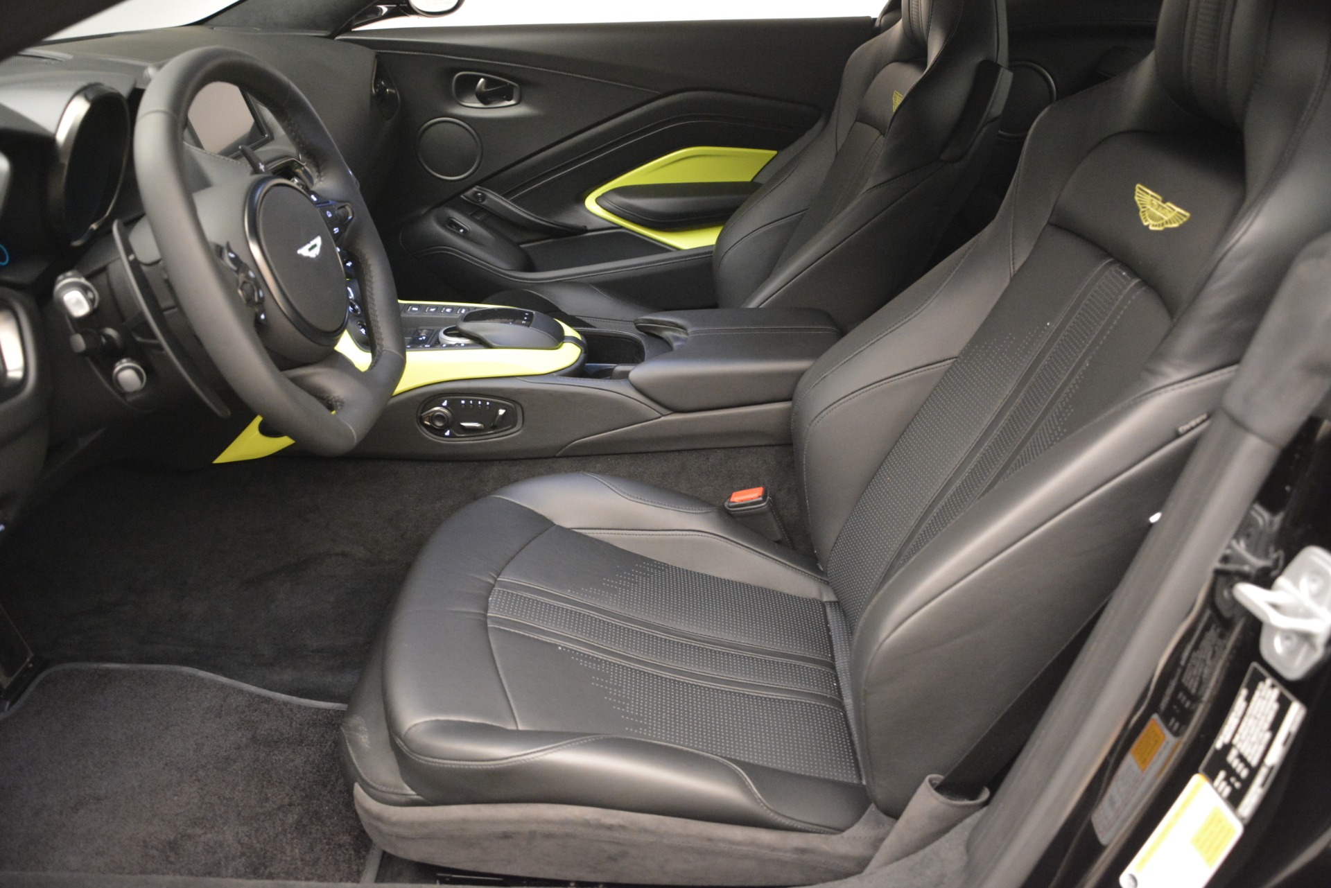 New 2019 Aston Martin Vantage Coupe For Sale In Greenwich, CT 3030_p15