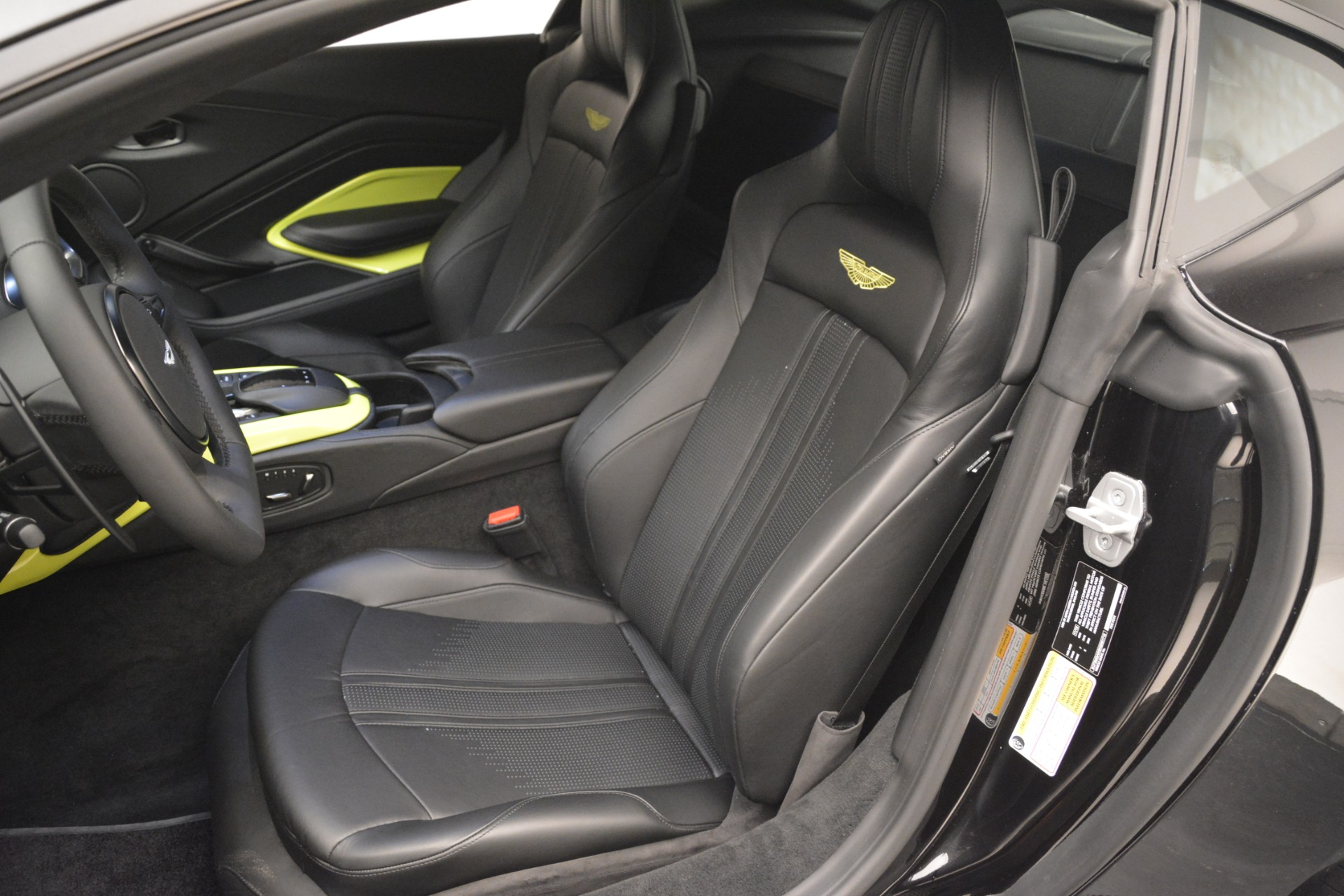 New 2019 Aston Martin Vantage Coupe For Sale In Greenwich, CT 3030_p16