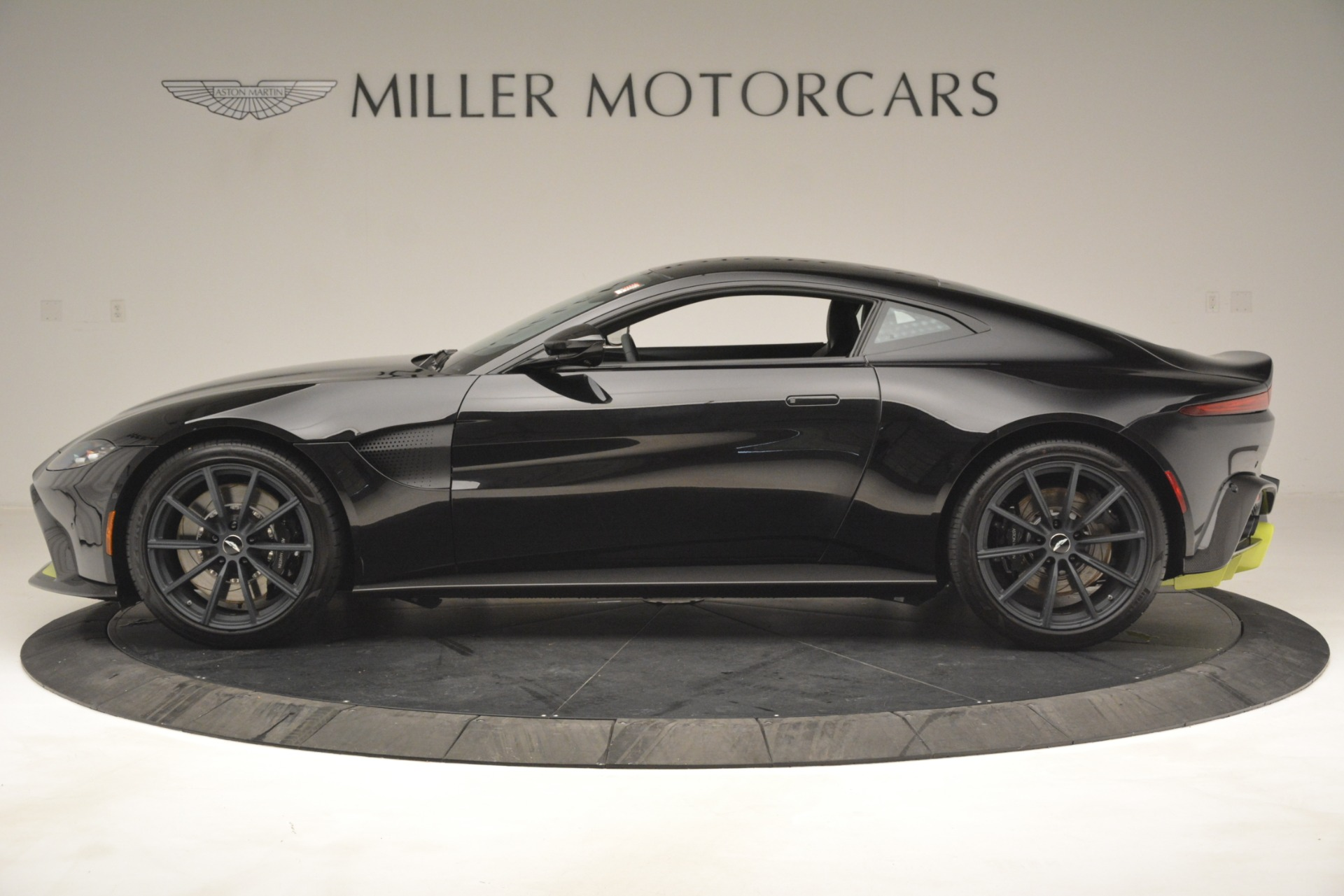 New 2019 Aston Martin Vantage Coupe For Sale In Greenwich, CT 3030_p4