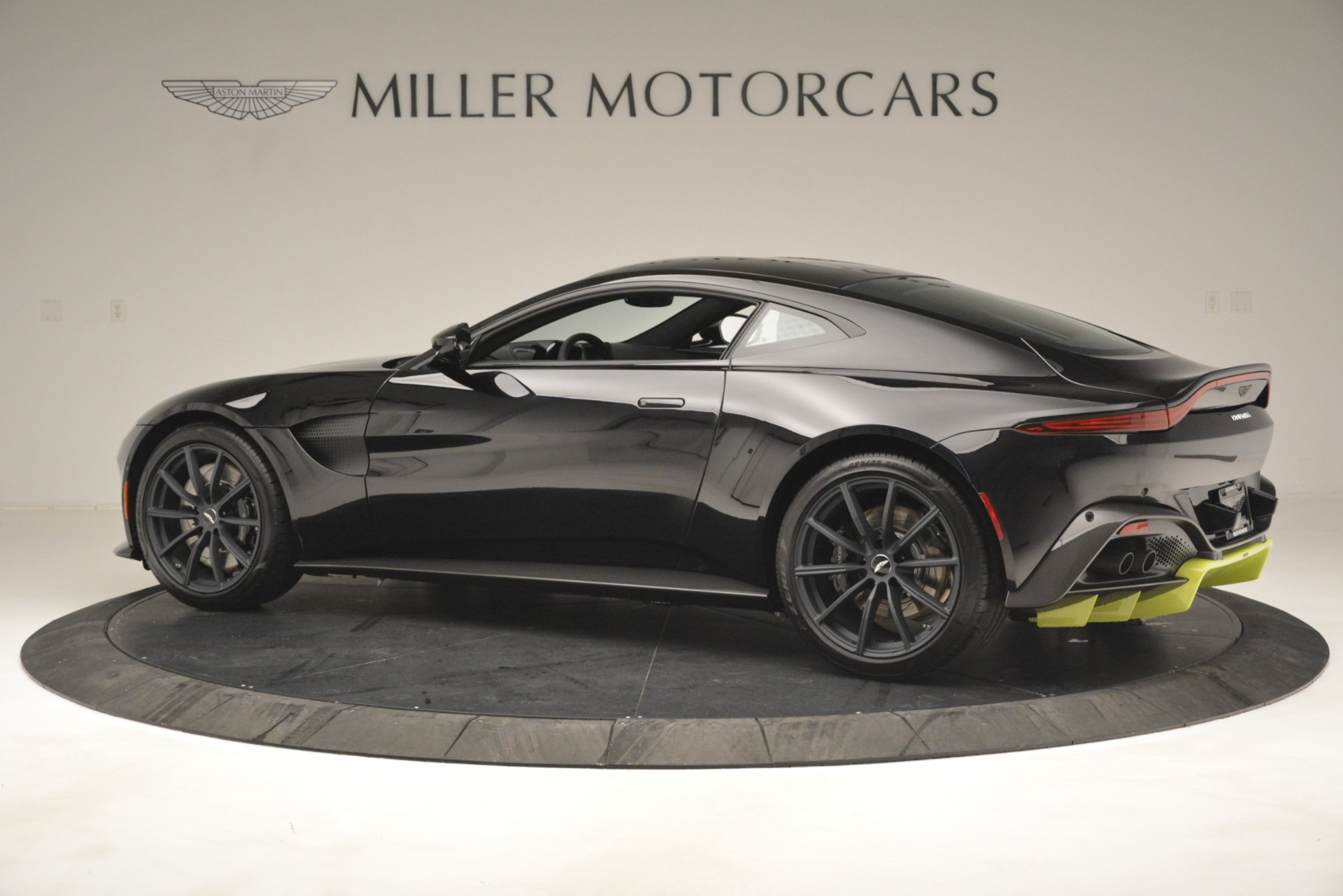New 2019 Aston Martin Vantage Coupe For Sale In Greenwich, CT 3030_p5