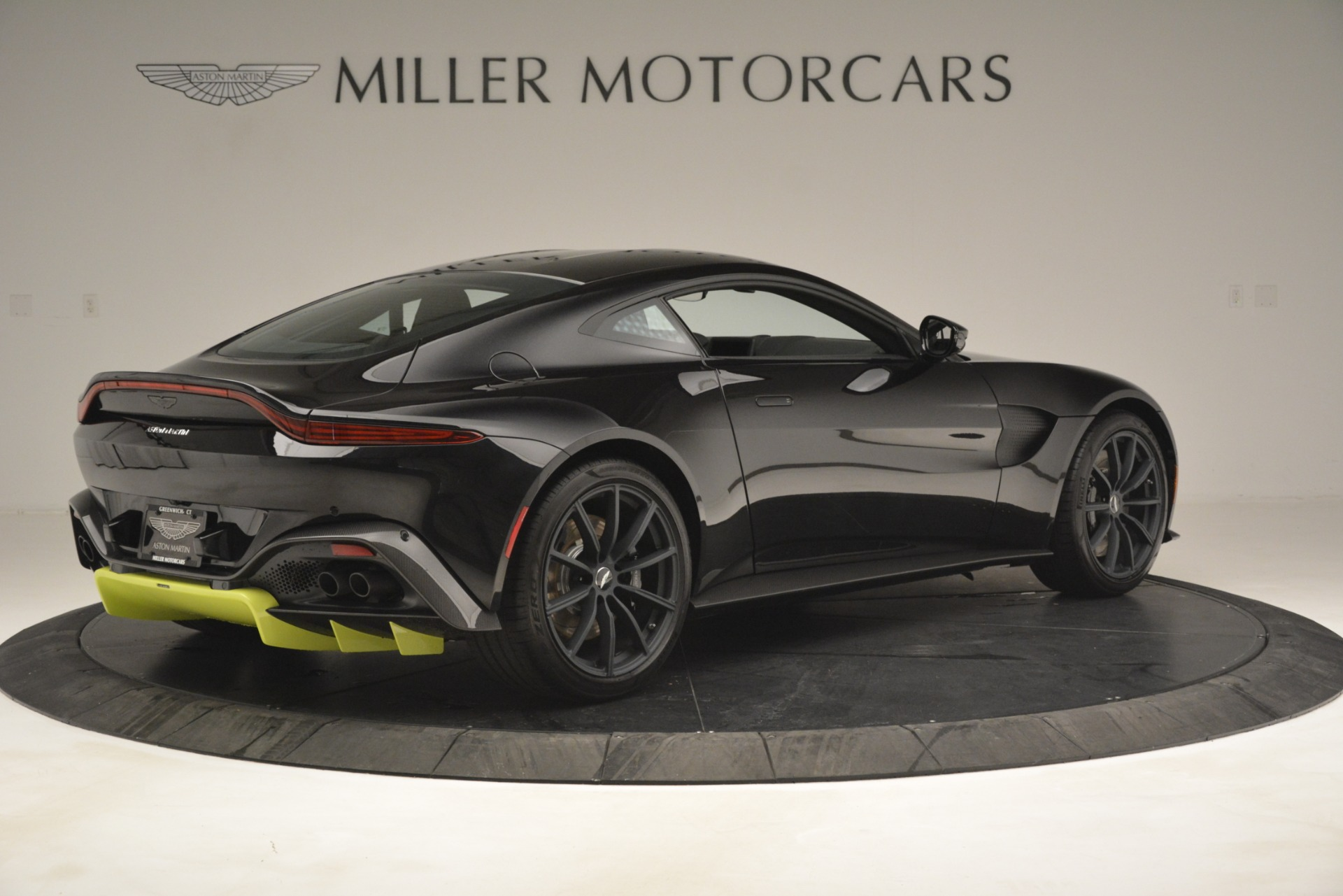 New 2019 Aston Martin Vantage Coupe For Sale In Greenwich, CT 3030_p9