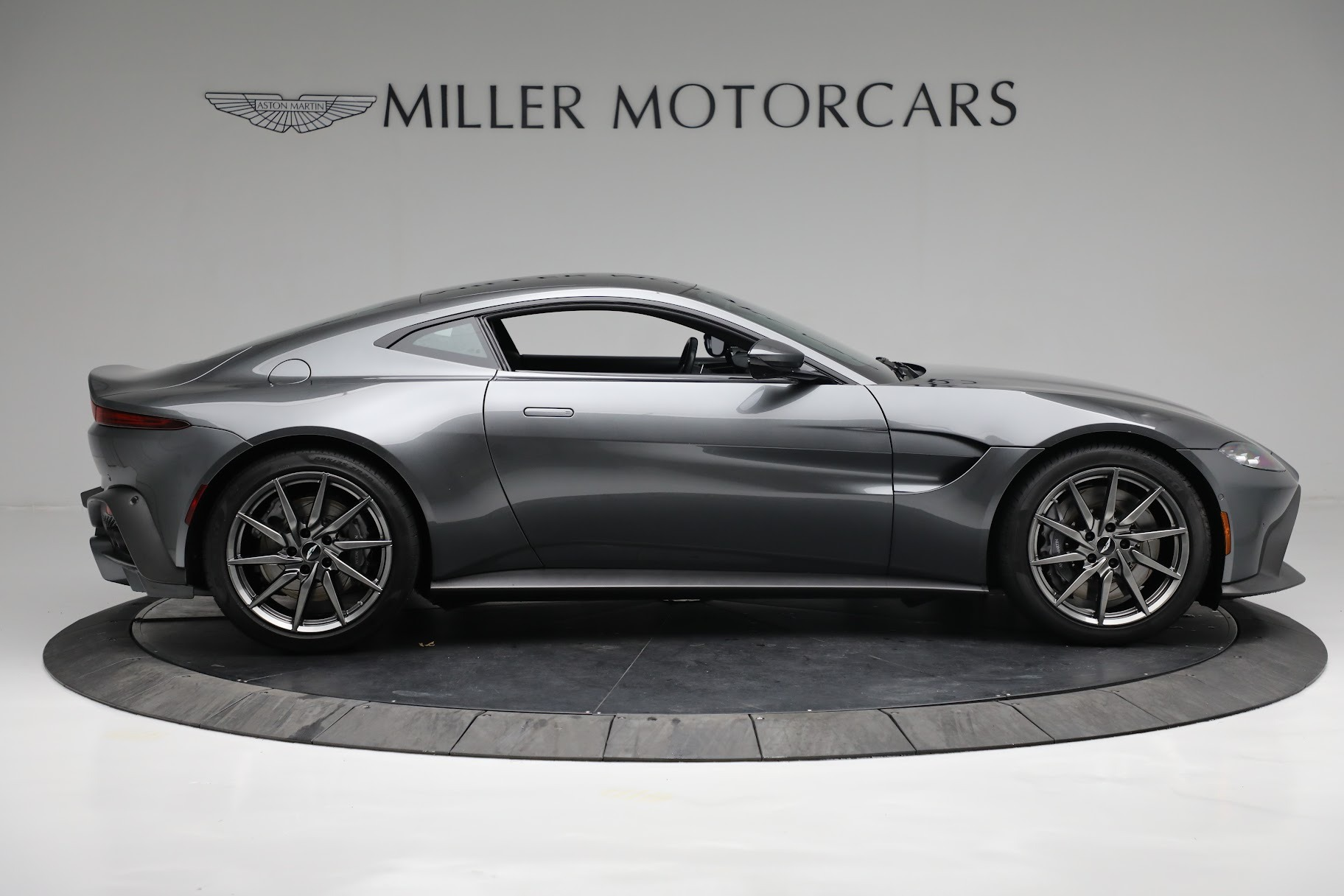 New 2019 Aston Martin Vantage Coupe For Sale In Greenwich, CT 3032_p8