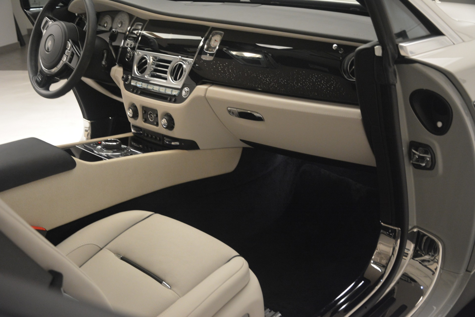 Used 2016 Rolls-Royce Wraith  For Sale In Greenwich, CT 3043_p32