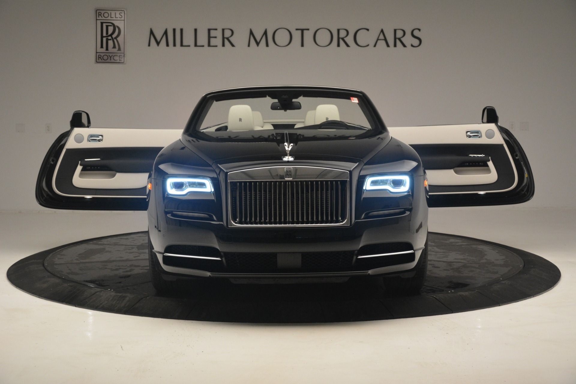 Used 2018 Rolls-Royce Dawn  For Sale In Greenwich, CT 3044_p14