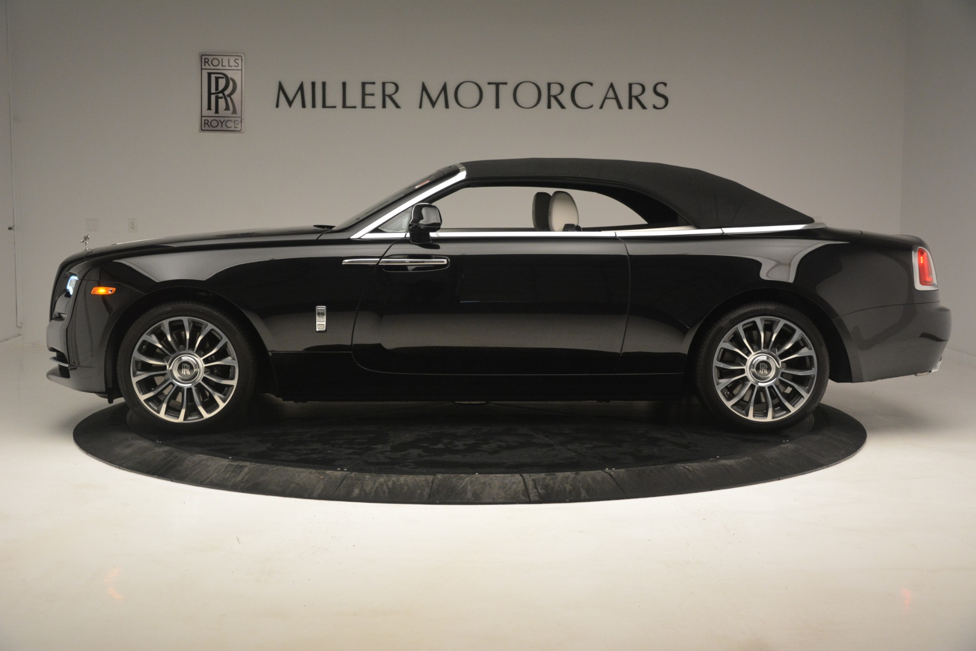 Used 2018 Rolls-Royce Dawn  For Sale In Greenwich, CT 3044_p18