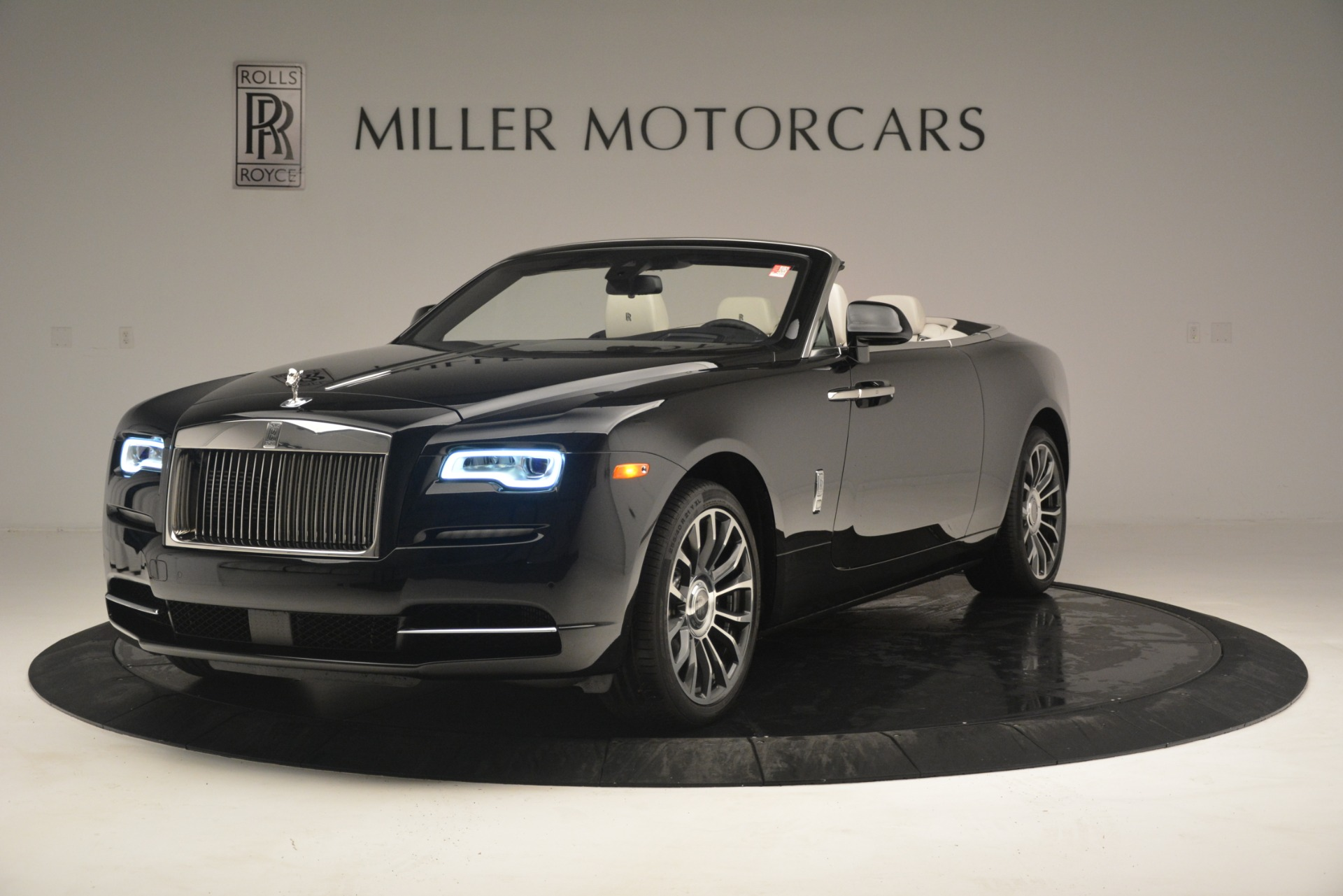 Used 2018 Rolls-Royce Dawn  For Sale In Greenwich, CT 3044_p3