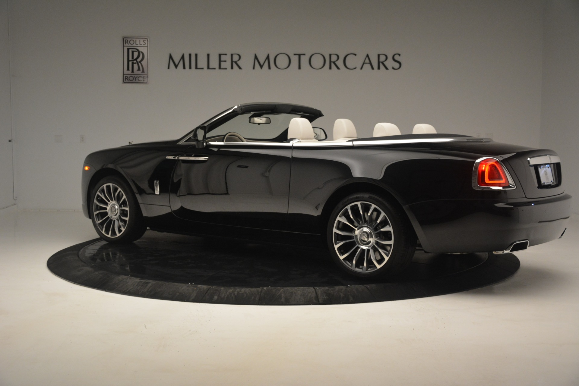 Used 2018 Rolls-Royce Dawn  For Sale In Greenwich, CT 3044_p5
