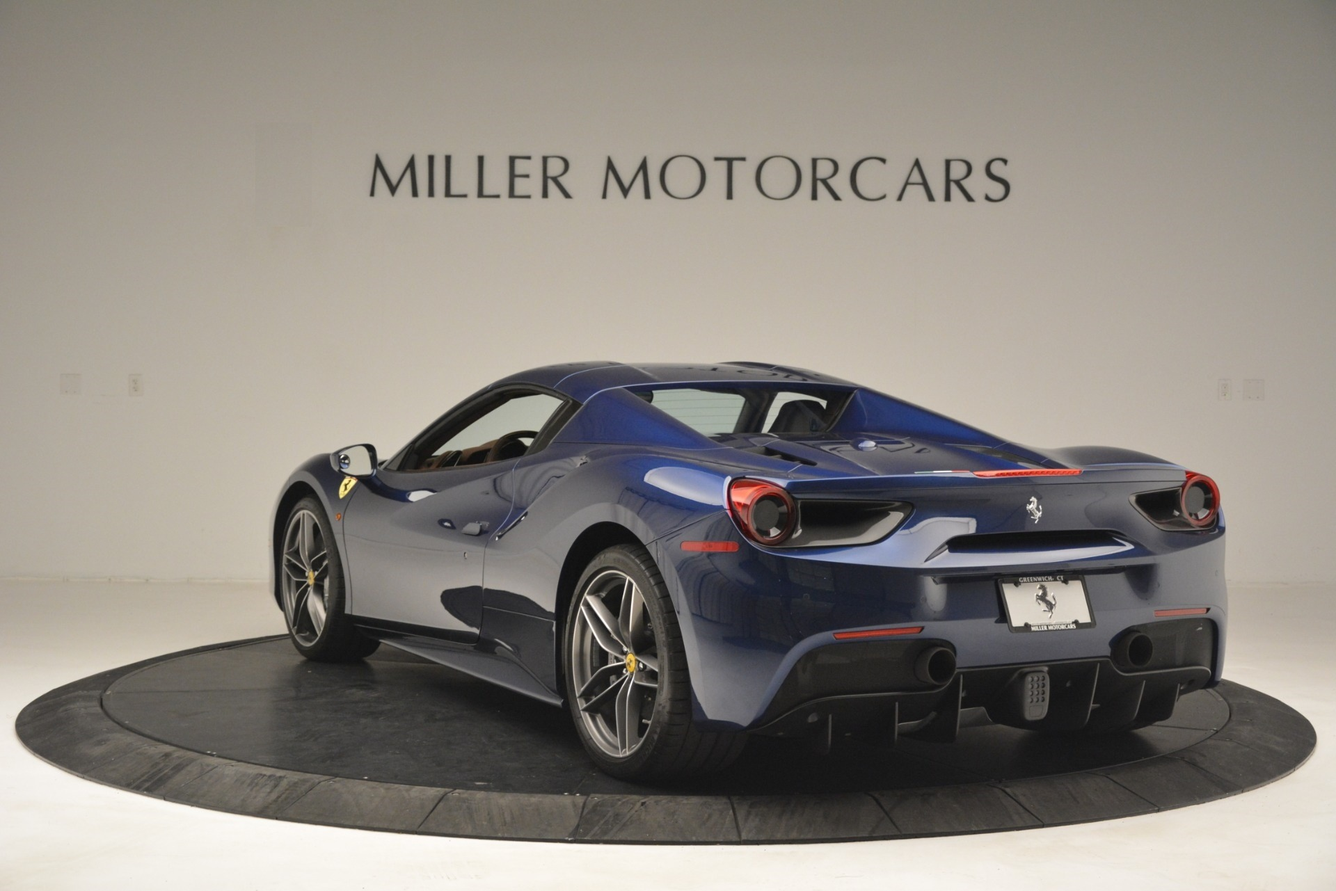 Used 2018 Ferrari 488 Spider  For Sale In Greenwich, CT 3045_p17