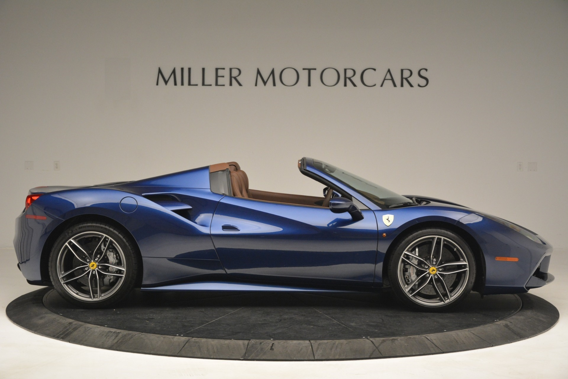 Used 2018 Ferrari 488 Spider  For Sale In Greenwich, CT 3045_p9