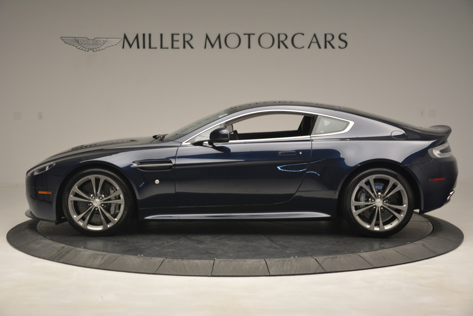 Used 2012 Aston Martin V12 Vantage  For Sale In Greenwich, CT 3046_p3