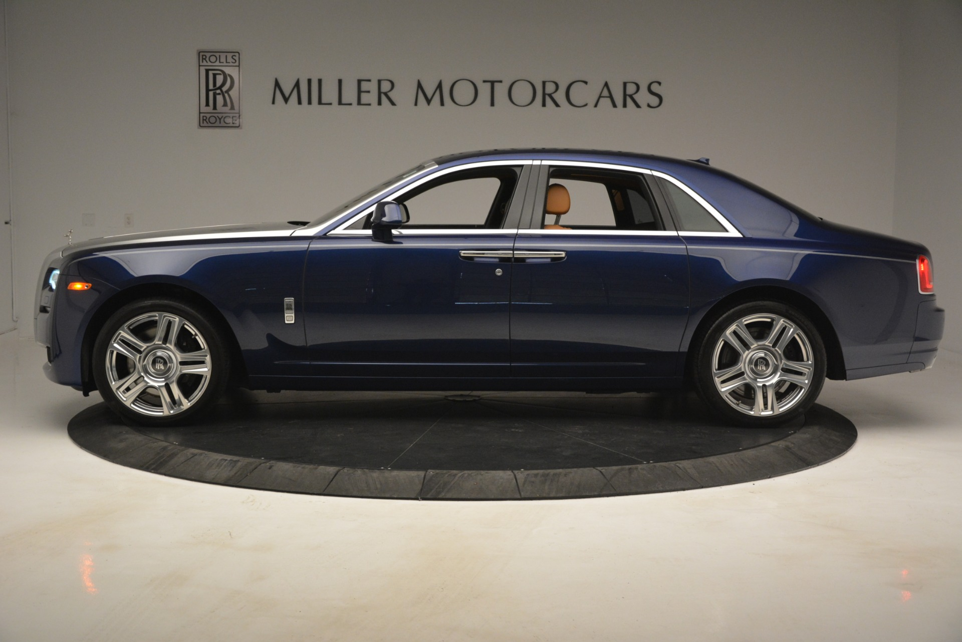 Used 2016 Rolls-Royce Ghost  For Sale In Greenwich, CT 3050_p3