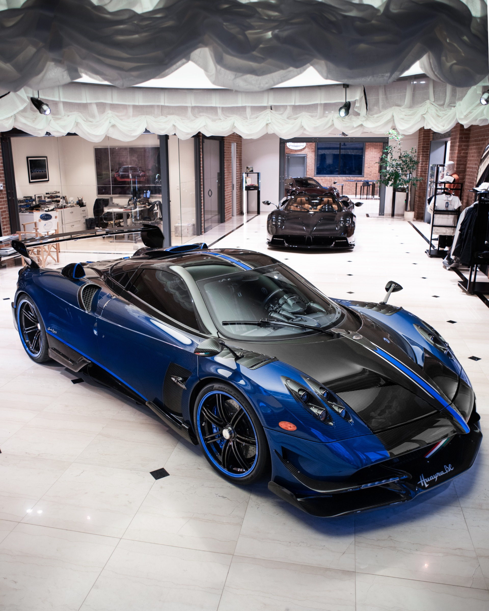 Used 2017 Pagani Huayra BC Macchina Volante For Sale In Greenwich, CT 3051_p4