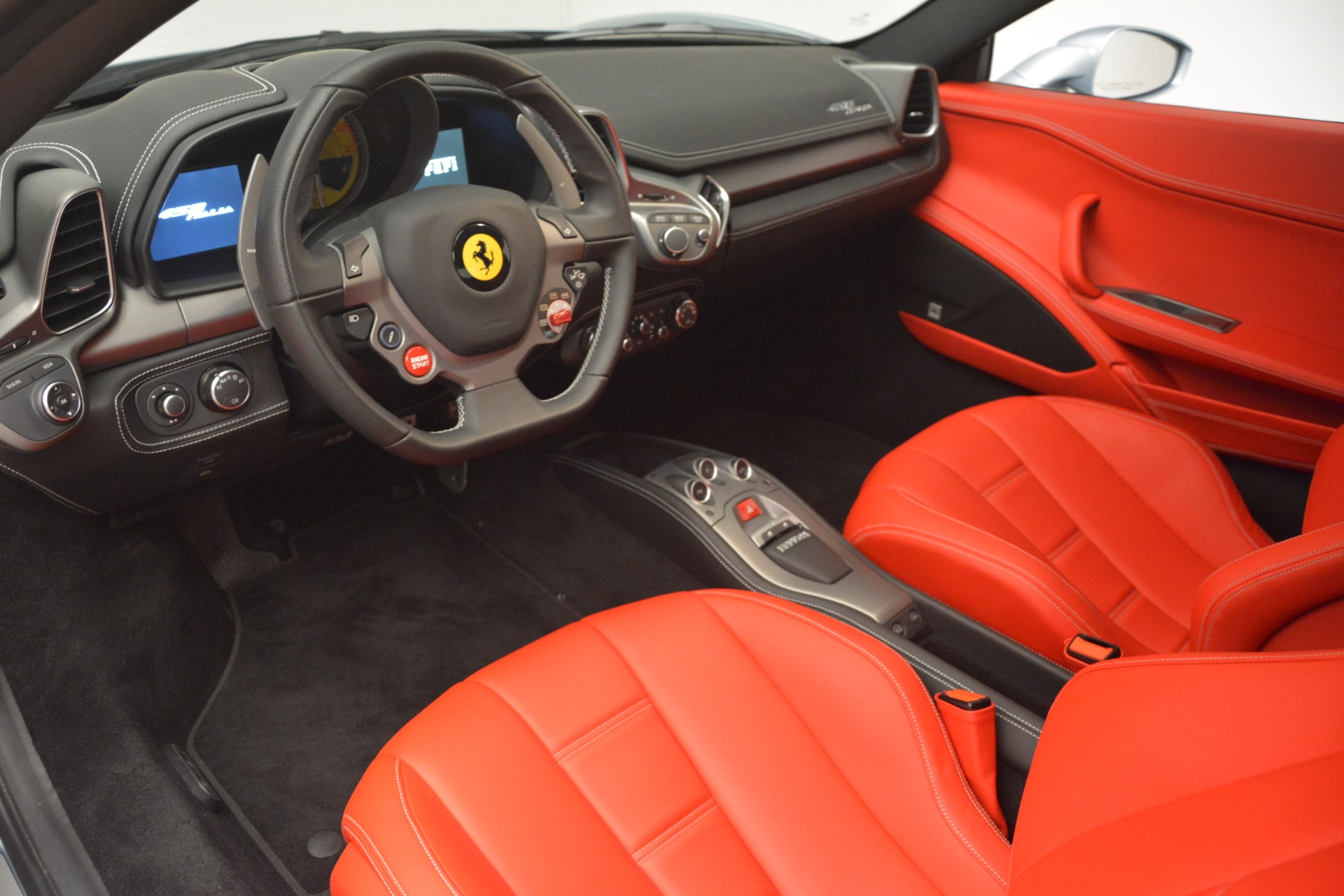 Used 2015 Ferrari 458 Italia  For Sale In Greenwich, CT 3052_p13