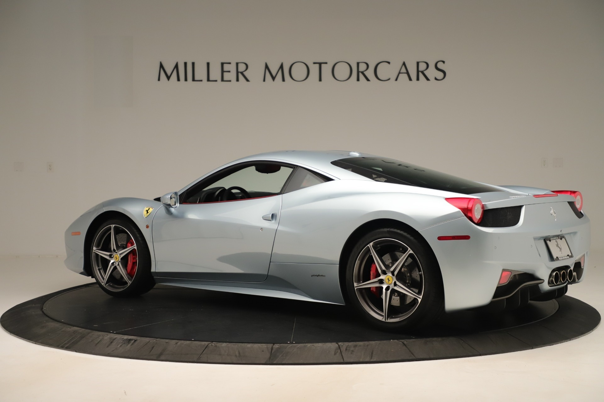 Used 2015 Ferrari 458 Italia  For Sale In Greenwich, CT 3052_p4