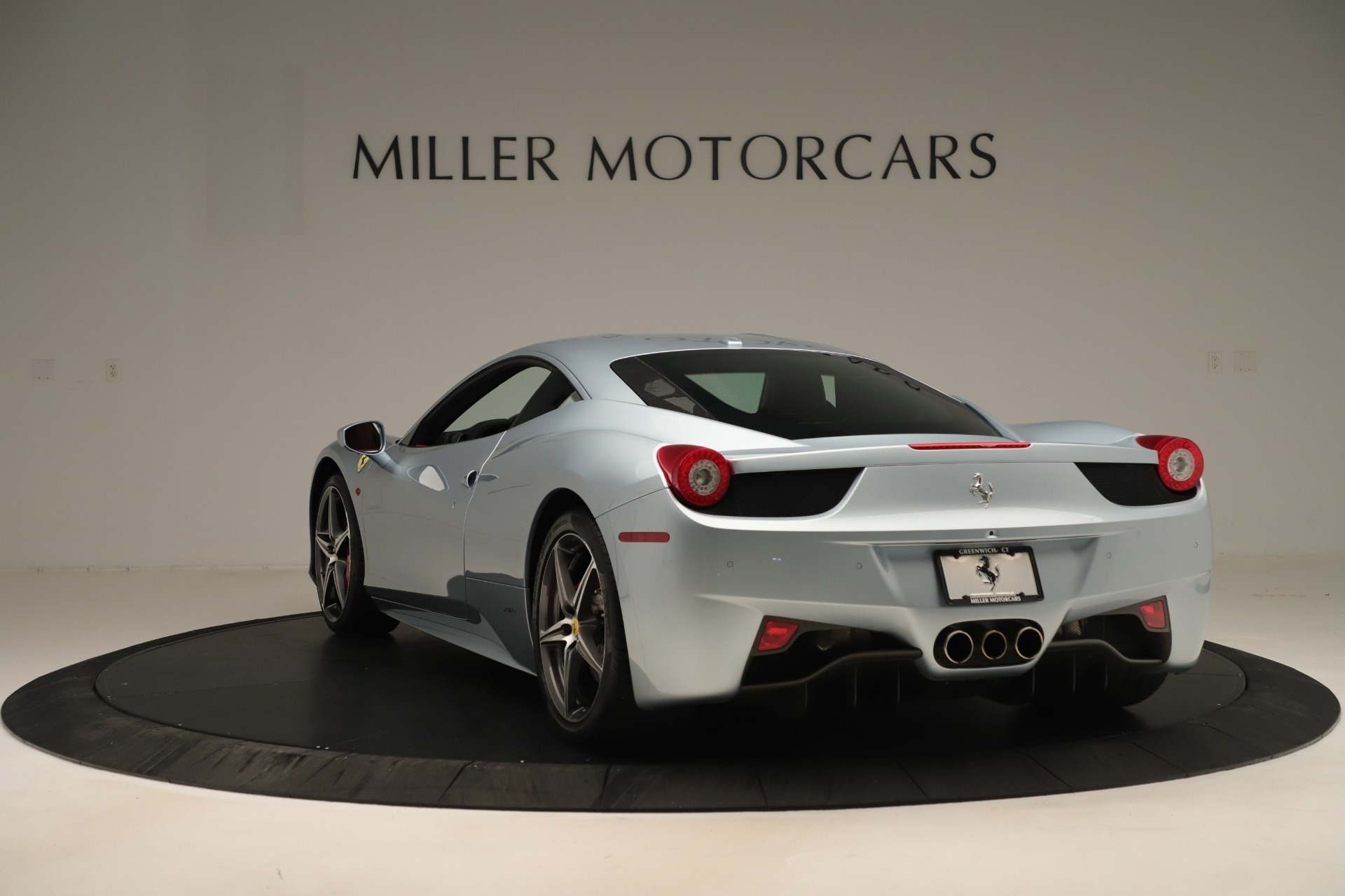 Used 2015 Ferrari 458 Italia  For Sale In Greenwich, CT 3052_p5
