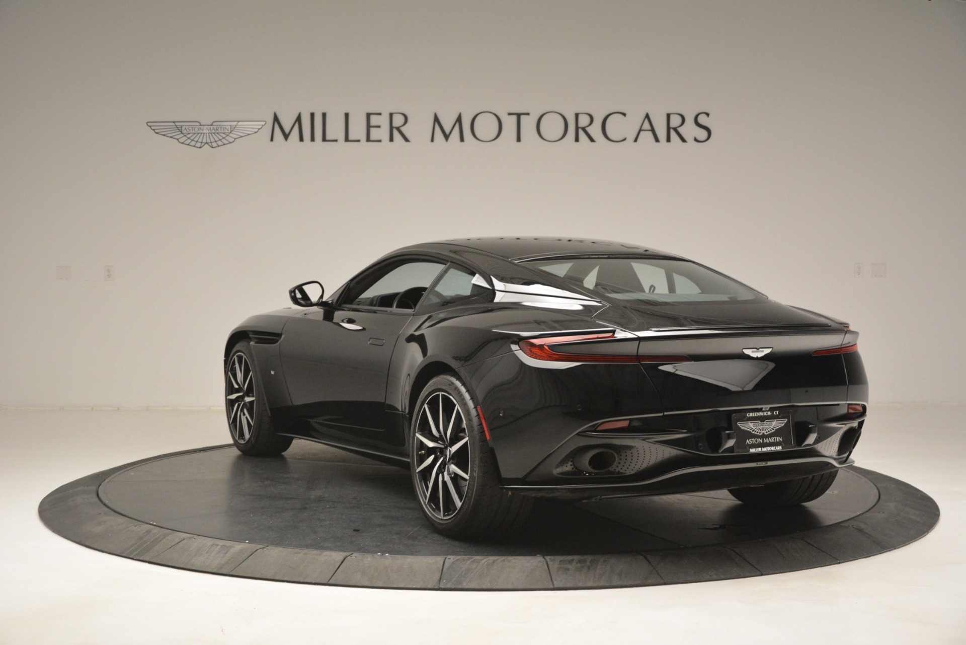 Used 2017 Aston Martin DB11 V12 Coupe For Sale In Greenwich, CT 3064_p5