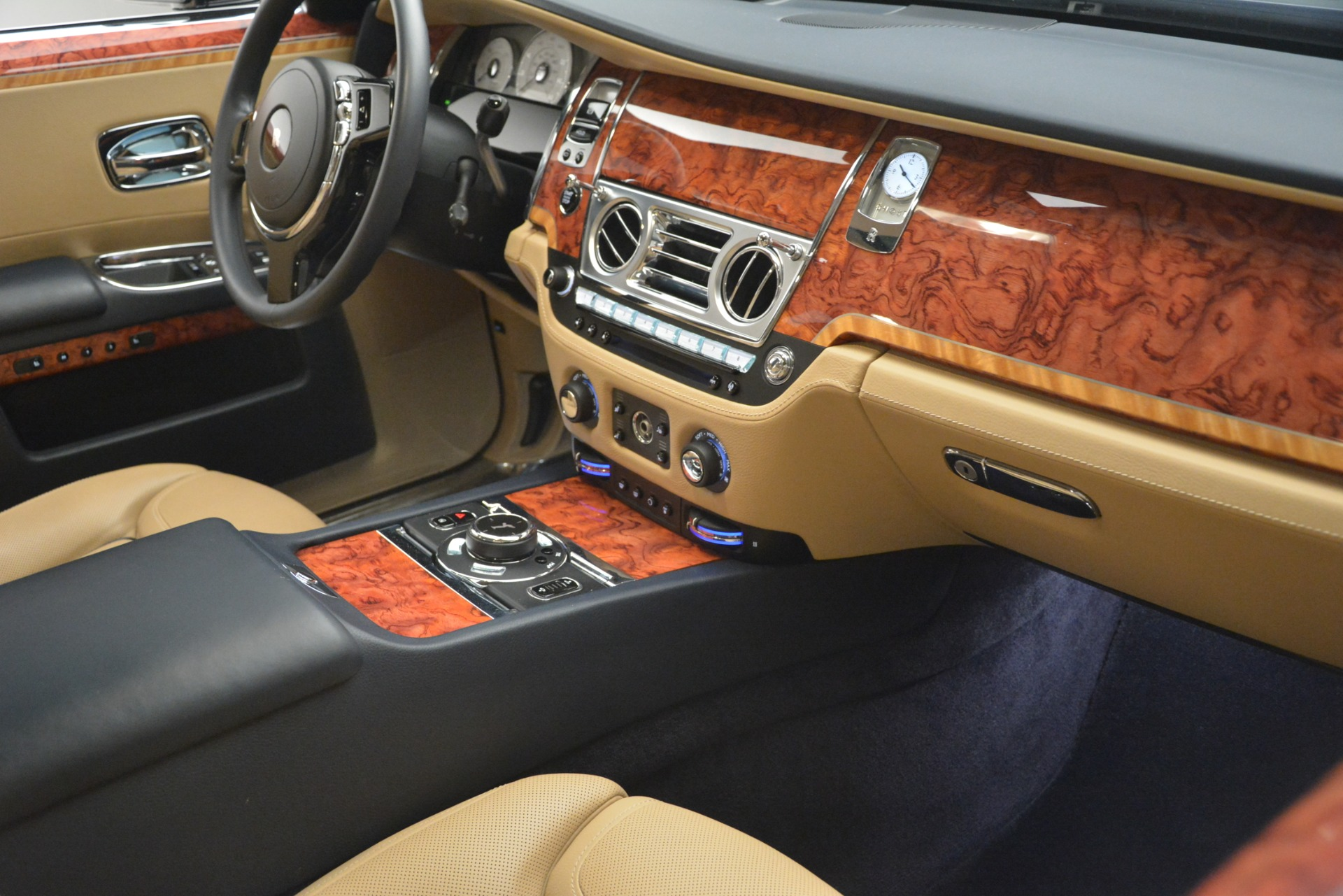 Used 2015 Rolls-Royce Ghost  For Sale In Greenwich, CT 3113_p21