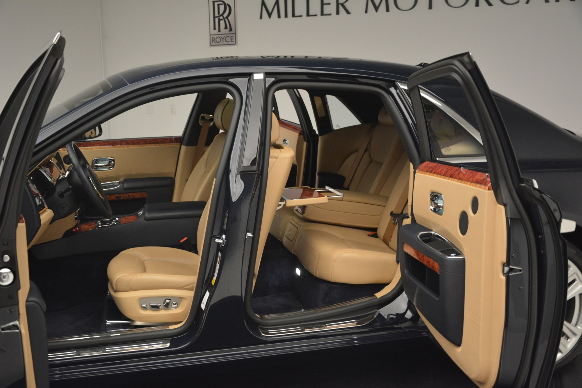 Used 2015 Rolls-Royce Ghost  For Sale In Greenwich, CT 3113_p25