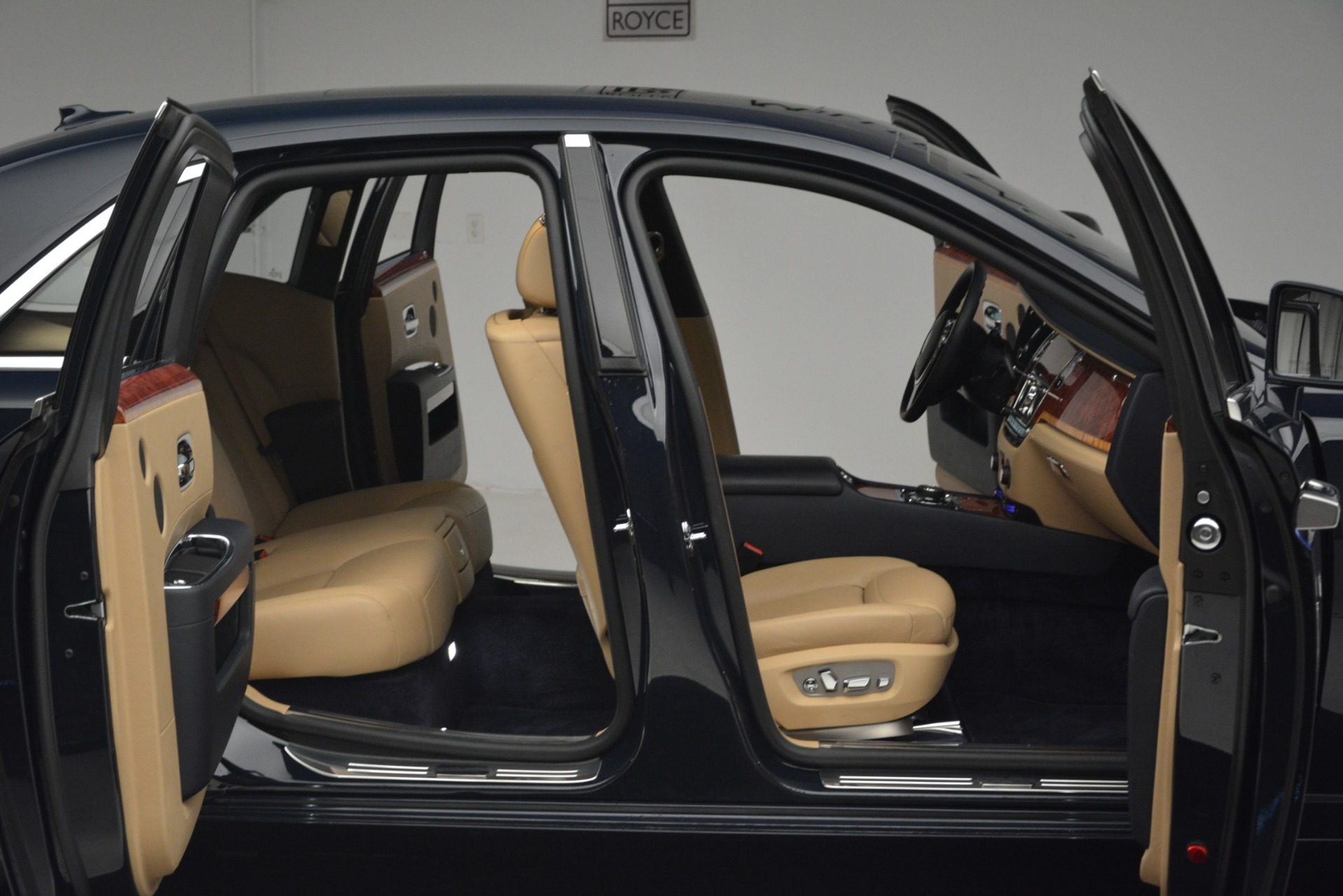 Used 2015 Rolls-Royce Ghost  For Sale In Greenwich, CT 3113_p34
