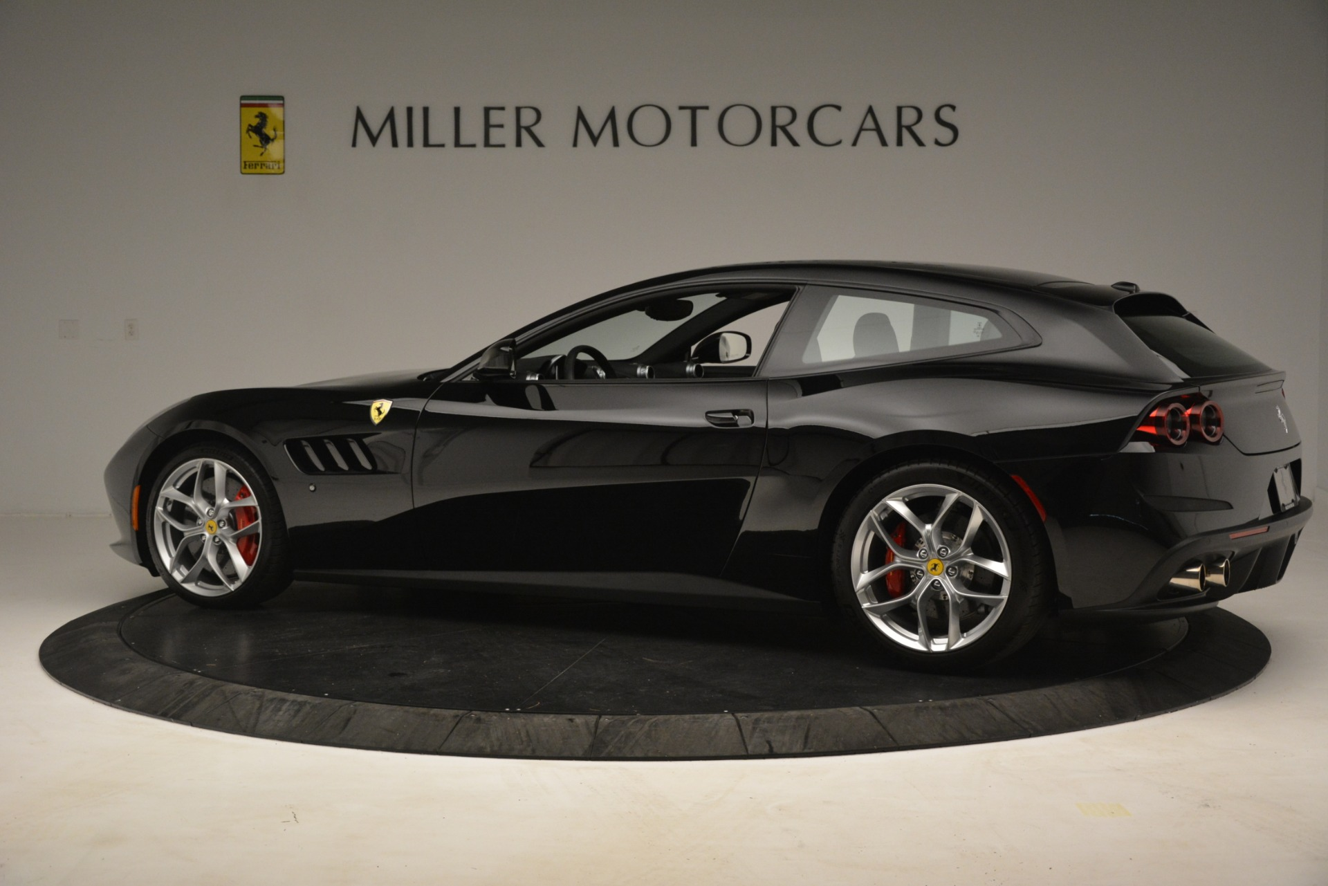 Used 2018 Ferrari GTC4Lusso T  For Sale In Greenwich, CT 3125_p4