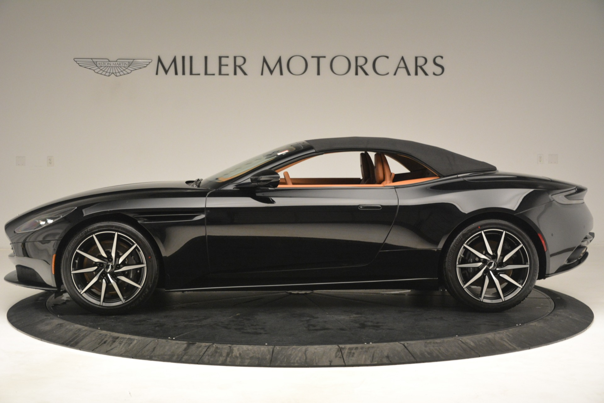 New 2019 Aston Martin DB11 V8 Convertible For Sale In Greenwich, CT 3135_p14
