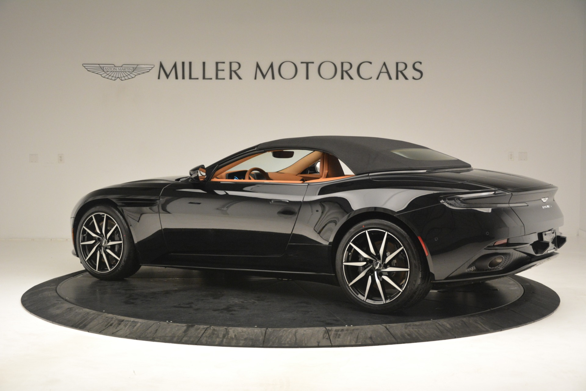 New 2019 Aston Martin DB11 V8 Convertible For Sale In Greenwich, CT 3135_p15