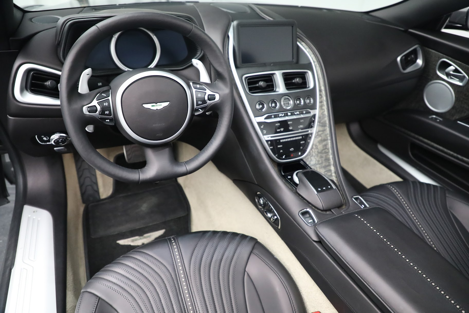 New 2019 Aston Martin DB11 V8 Convertible For Sale In Greenwich, CT 3136_p19