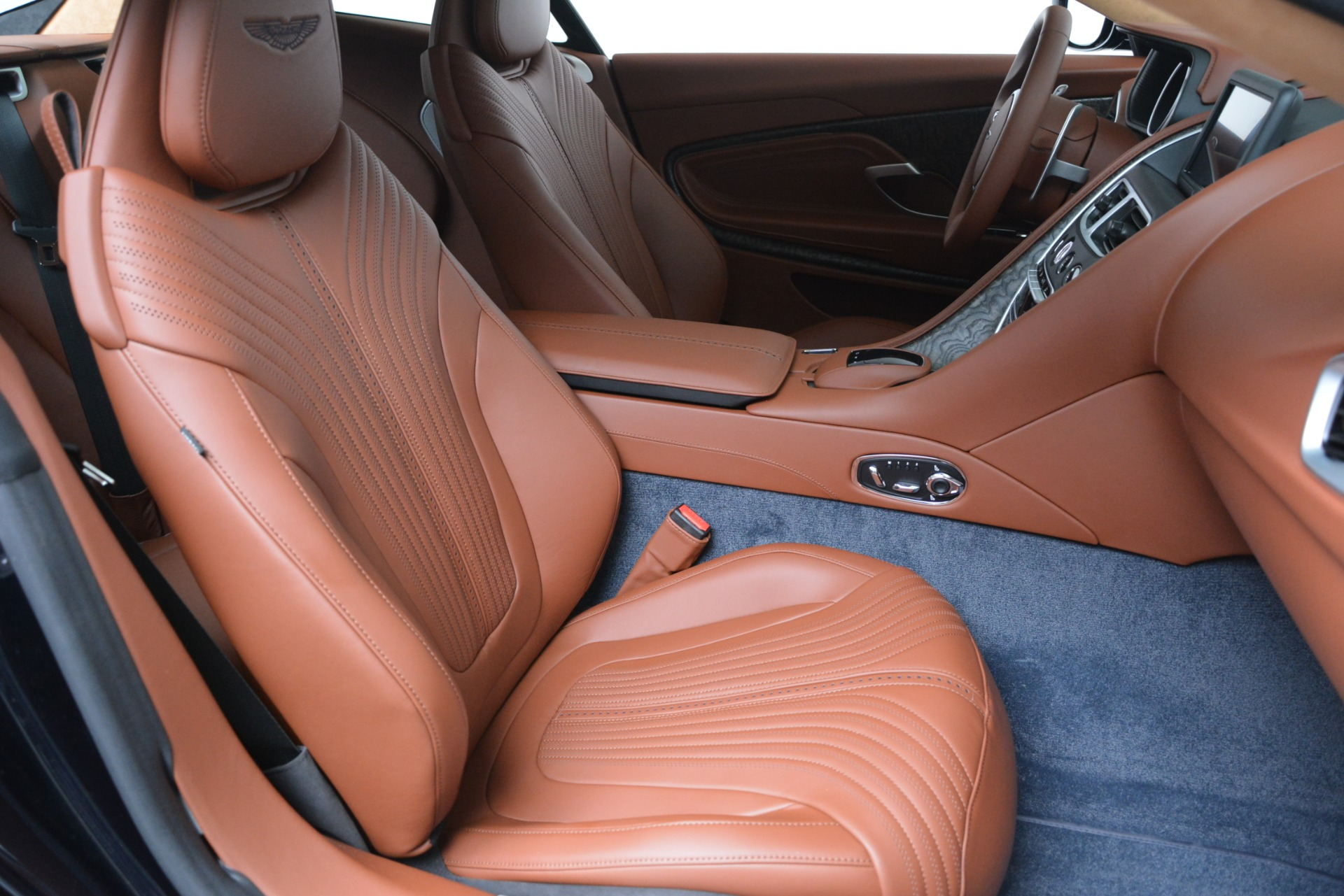 New 2019 Aston Martin DB11 V8 Coupe For Sale In Greenwich, CT 3145_p21