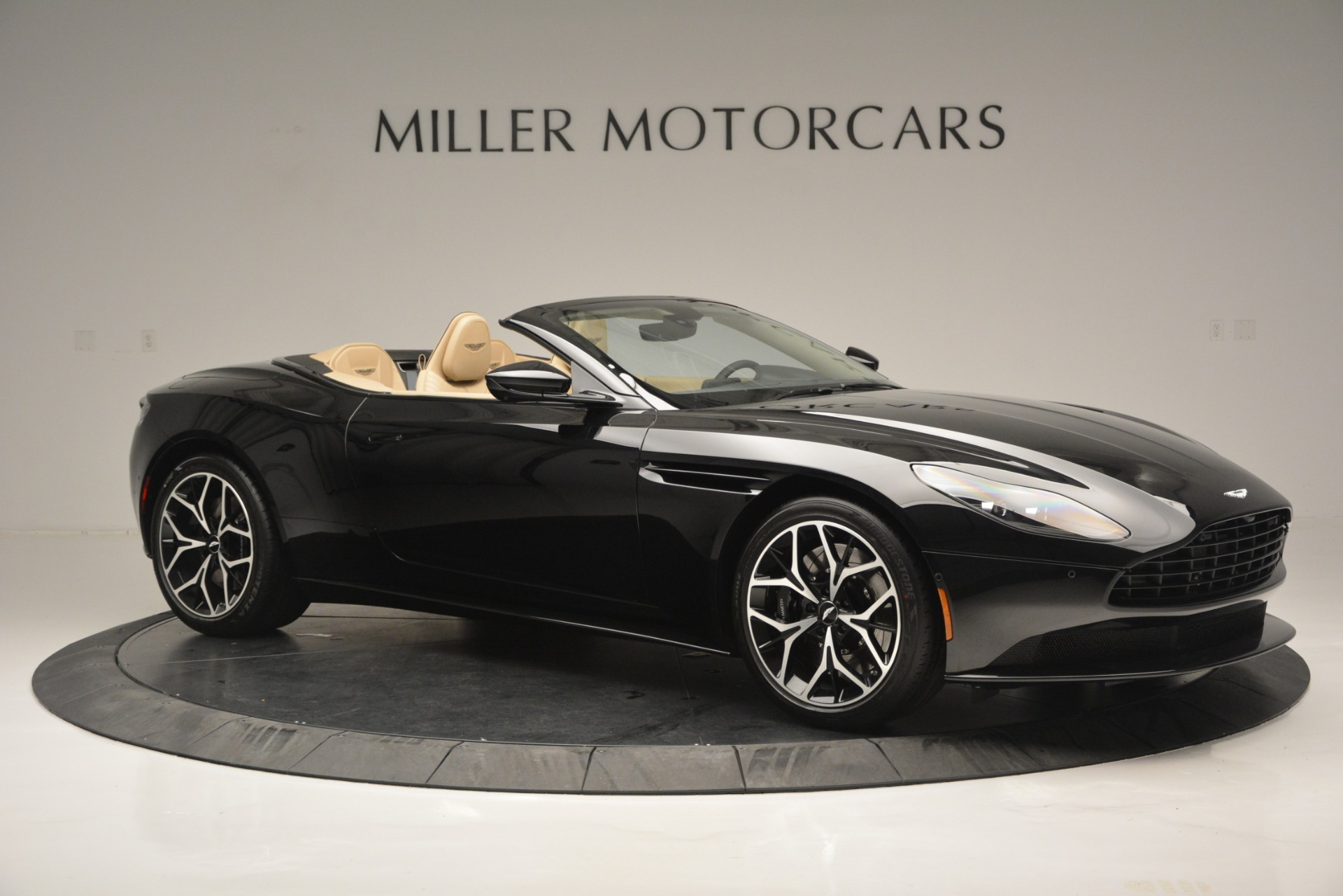 New 2019 Aston Martin DB11 V8 Convertible For Sale In Greenwich, CT 3148_p10
