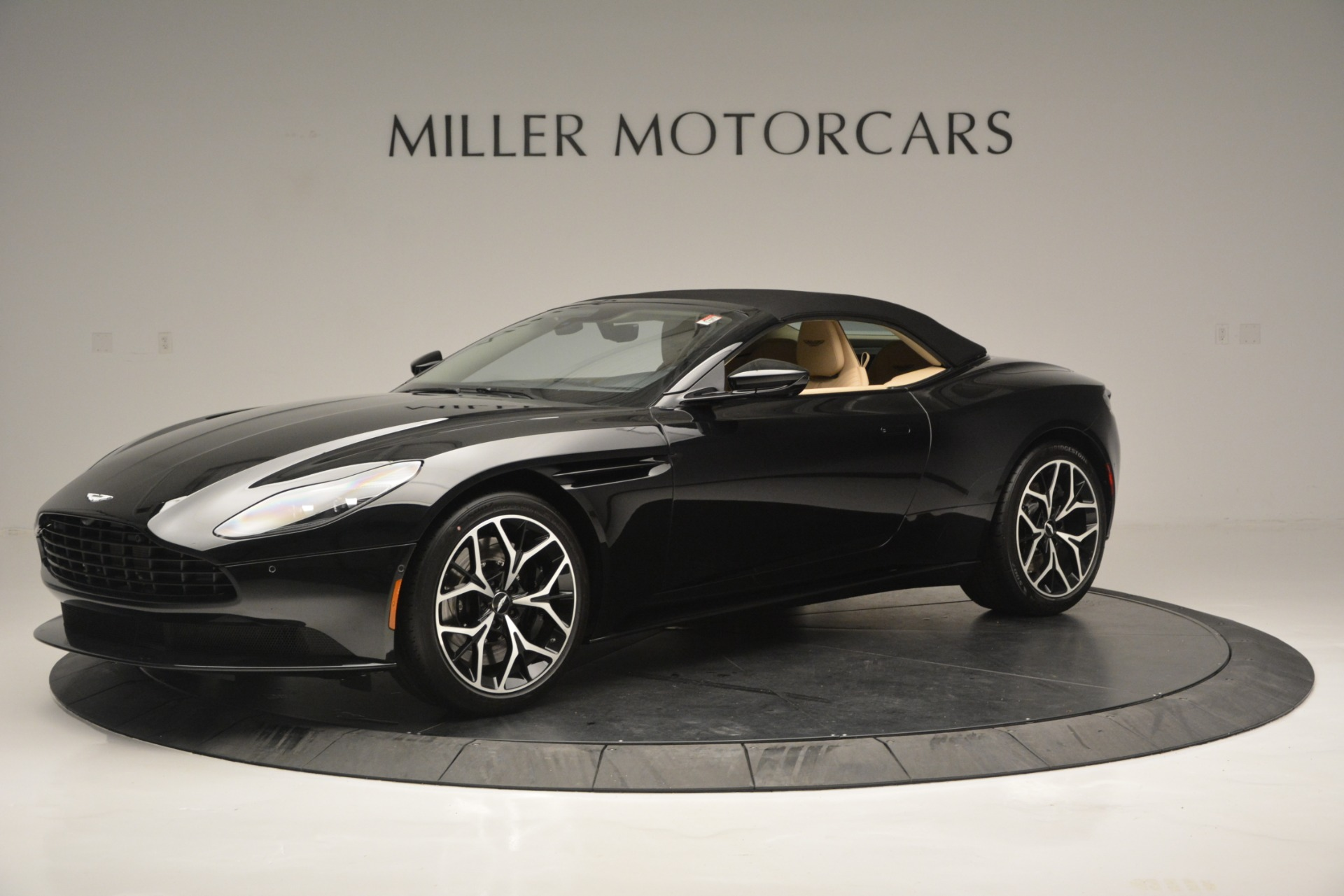 New 2019 Aston Martin DB11 V8 Convertible For Sale In Greenwich, CT 3148_p14