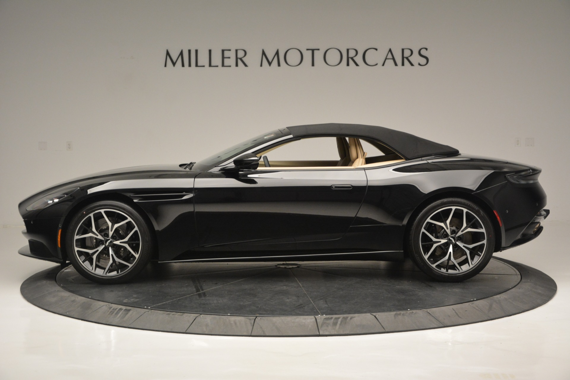 New 2019 Aston Martin DB11 V8 Convertible For Sale In Greenwich, CT 3148_p15