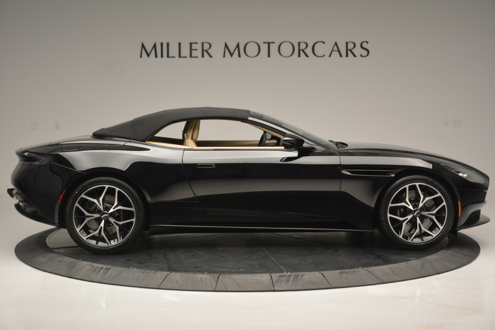 New 2019 Aston Martin DB11 V8 Convertible For Sale In Greenwich, CT 3148_p16