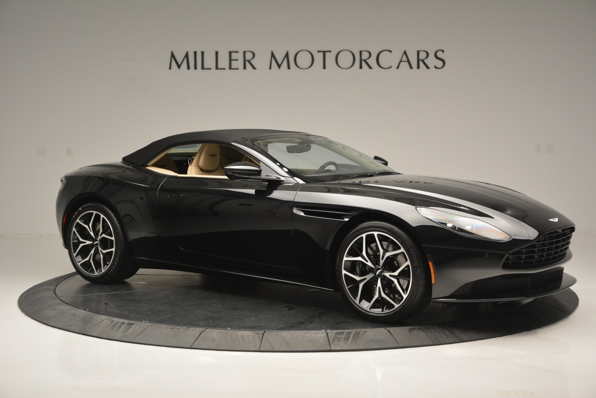 New 2019 Aston Martin DB11 V8 Convertible For Sale In Greenwich, CT 3148_p17